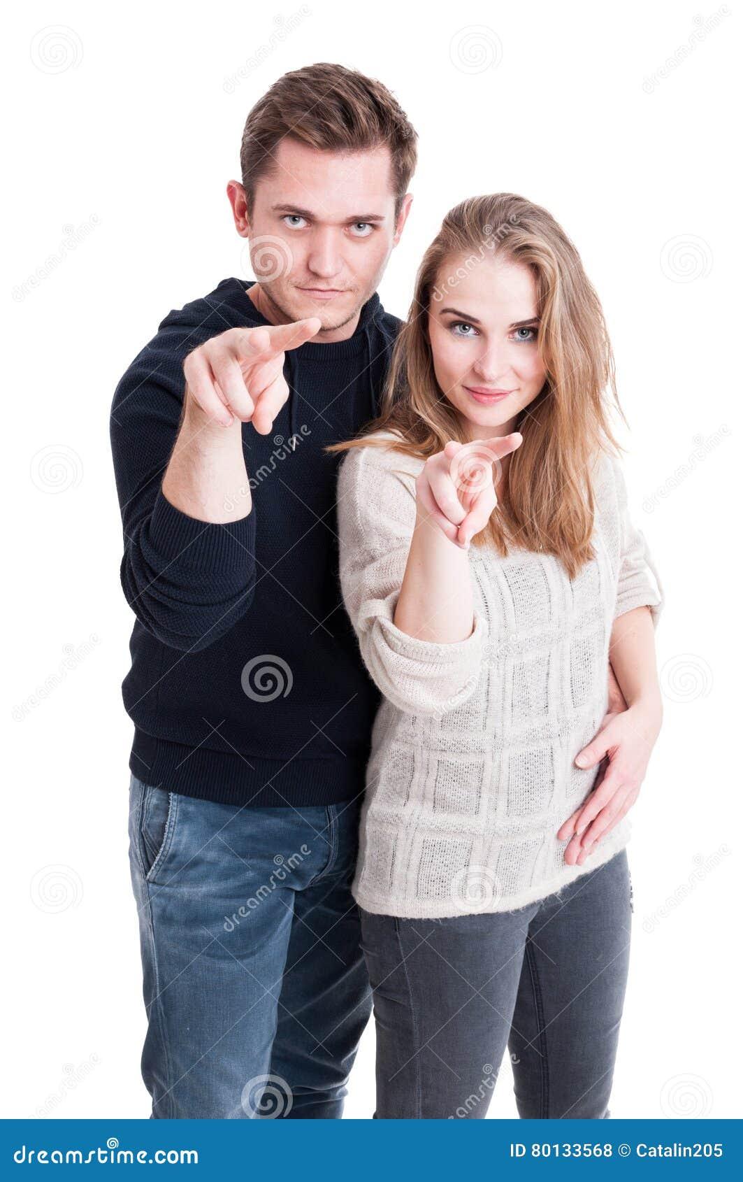 Coppie che stanno mostranti guardandovi gesture