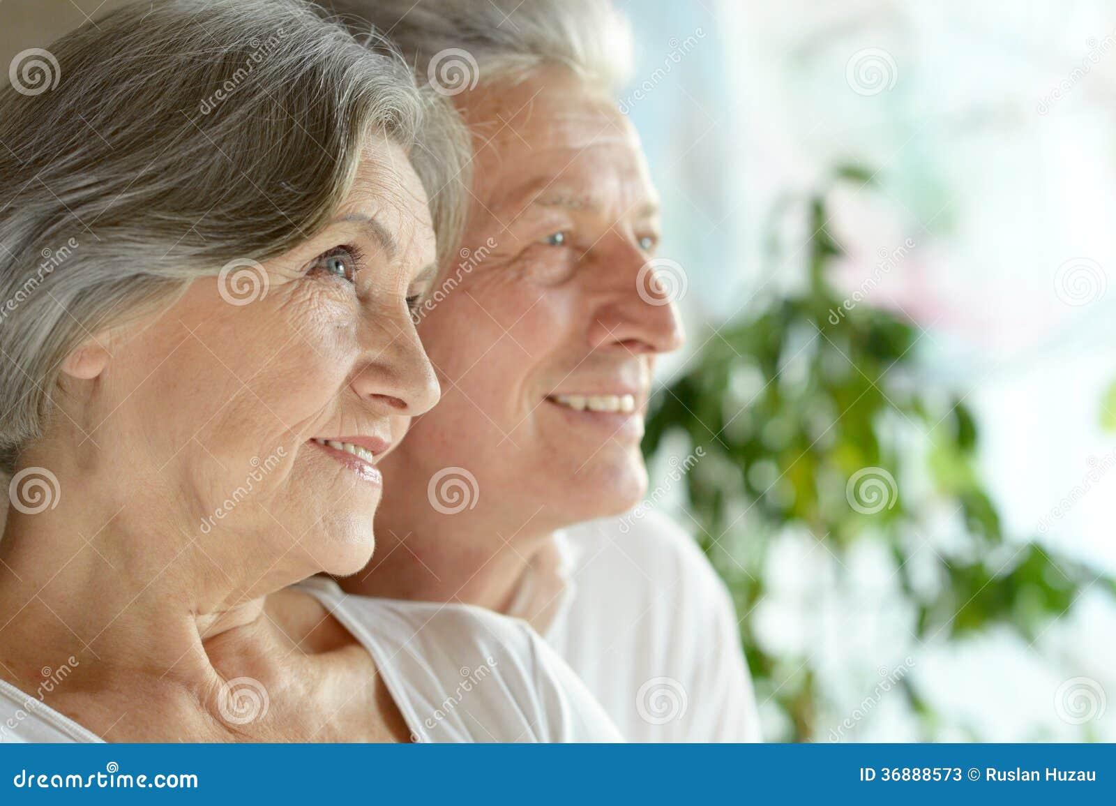 Download Coppie di mezza età felici immagine stock. Immagine di centrale - 36888573