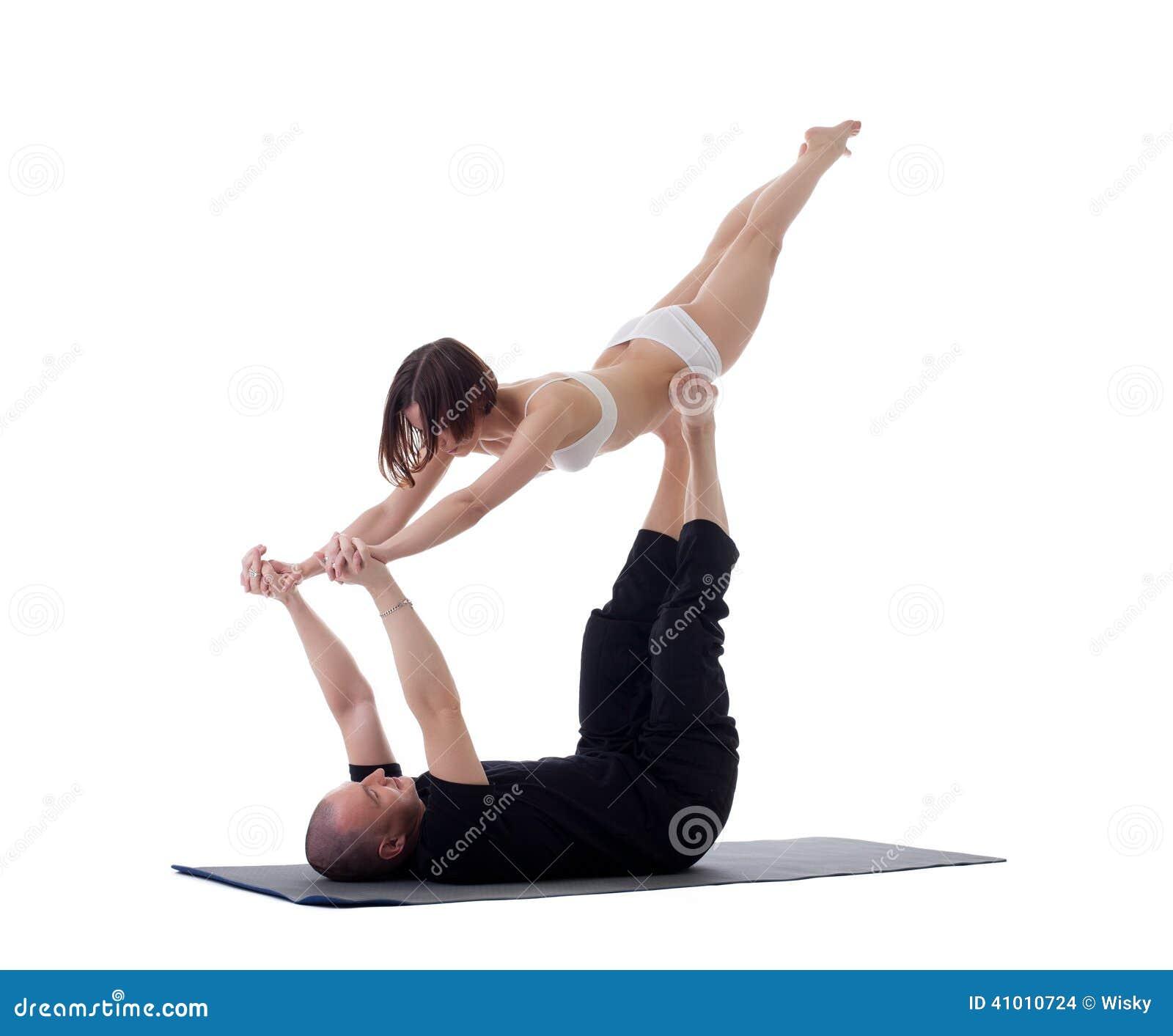 Popolare Coppie Gli Atleti Flessibili Che Fanno Gli Esercizi Di Yoga  XA74