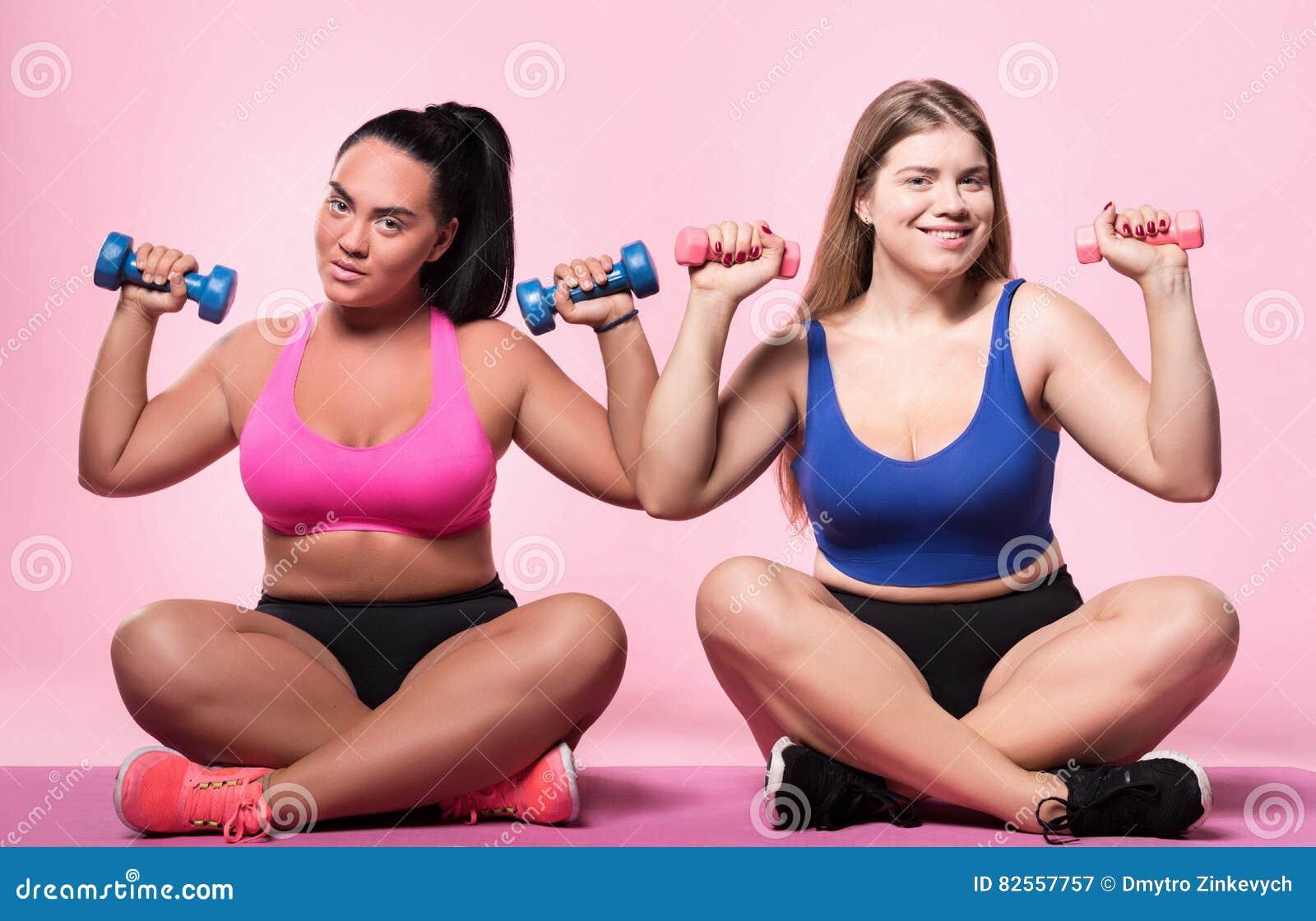 ragazze paffute di BBWCurvy.com che giocano - energymarket.lt