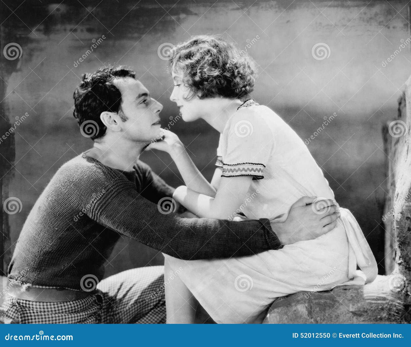Coppie nell amore (tutte le persone rappresentate non sono vivente più lungo e nessuna proprietà esiste Garanzie del fornitore ch