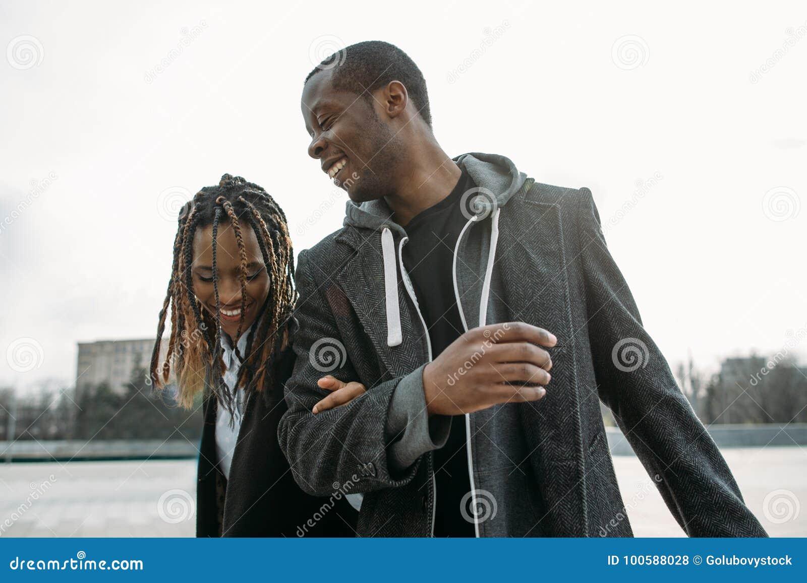 Coppie nere attive Afroamericano felice