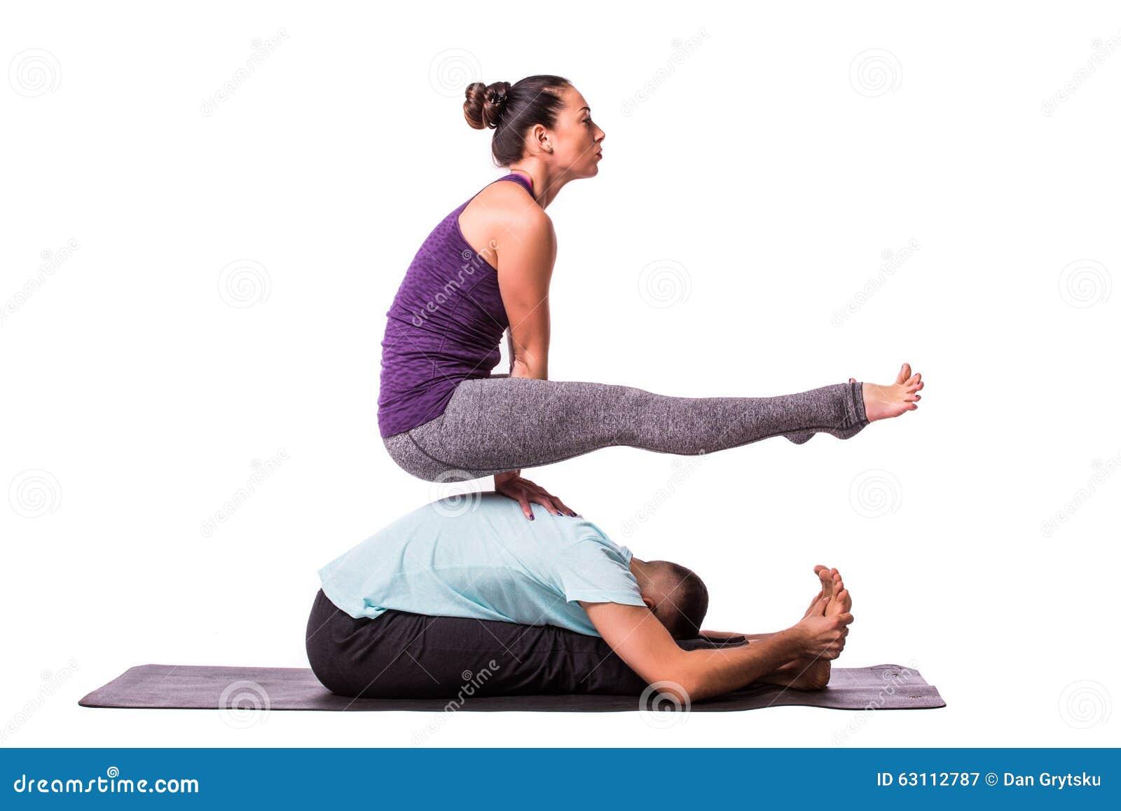 abbastanza Coppie Sane Giovani Nella Posizione Di Yoga Immagine Stock  HI48