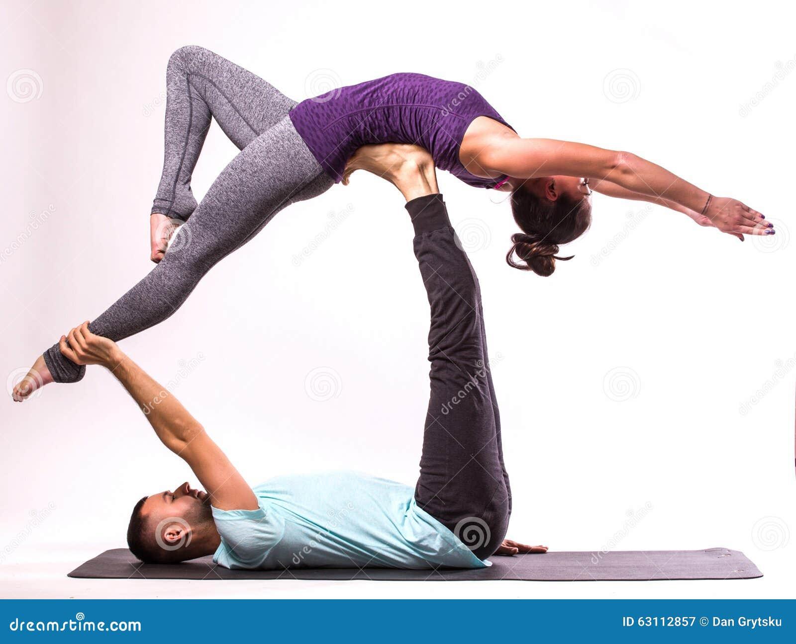 Favorito Coppie Sane Giovani Nella Posizione Di Yoga Immagine Stock  VA04
