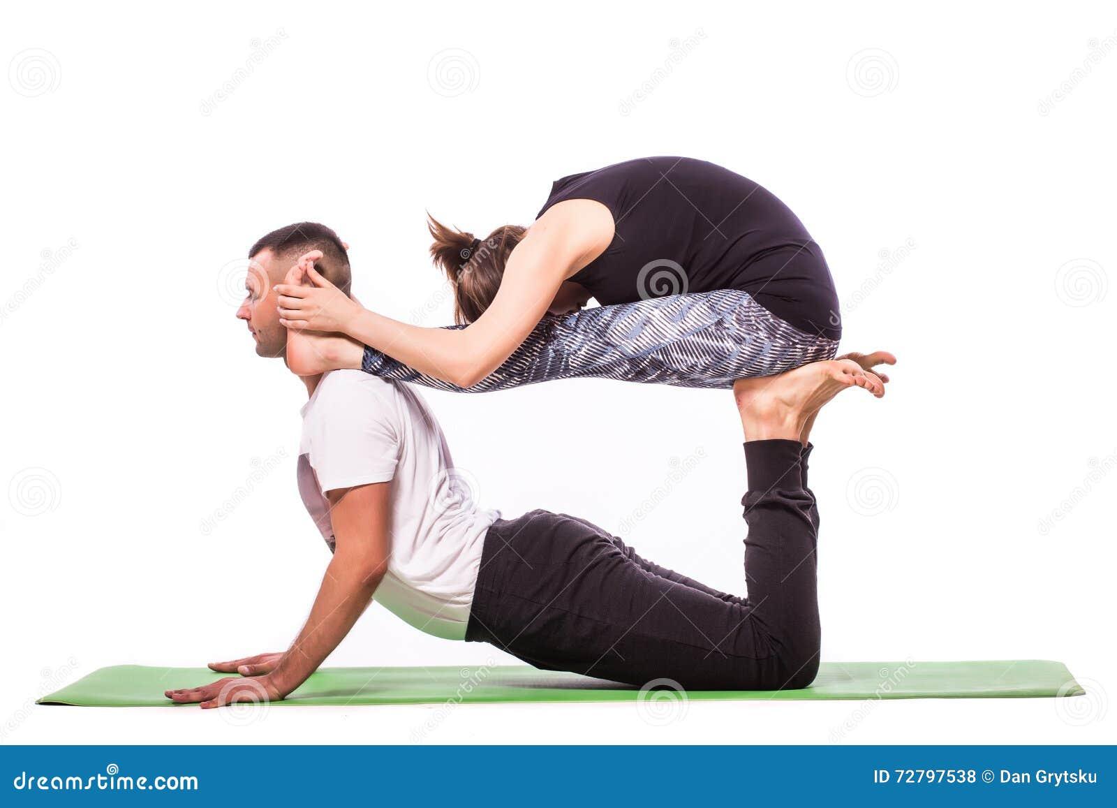 Preferenza Coppie Sane Giovani Nella Posizione Di Yoga Fotografia Stock  OG11