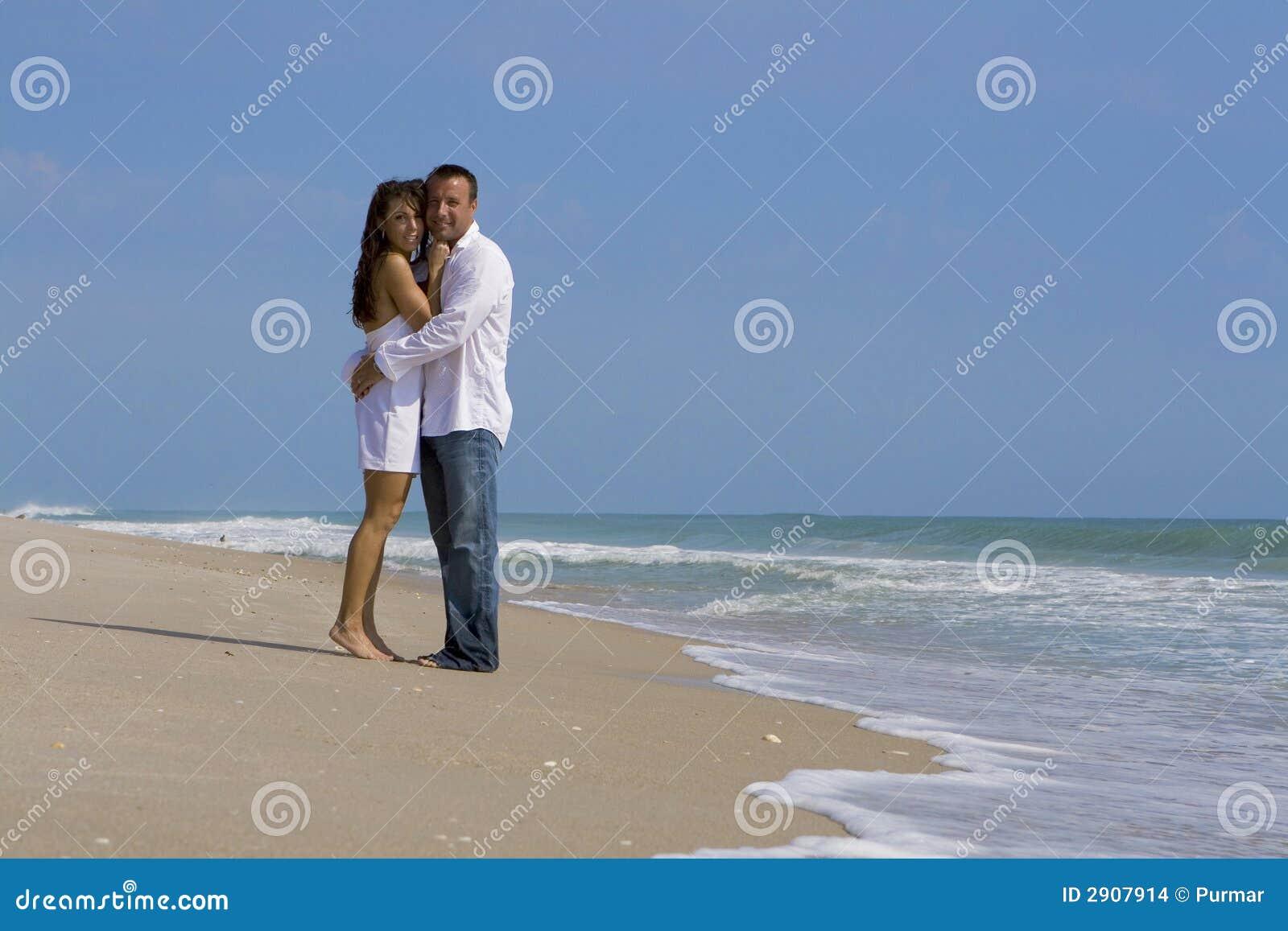 Coppie su una spiaggia