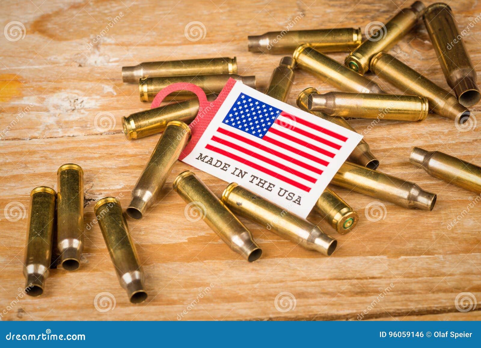 Coquilles de balle et drapeau des USA