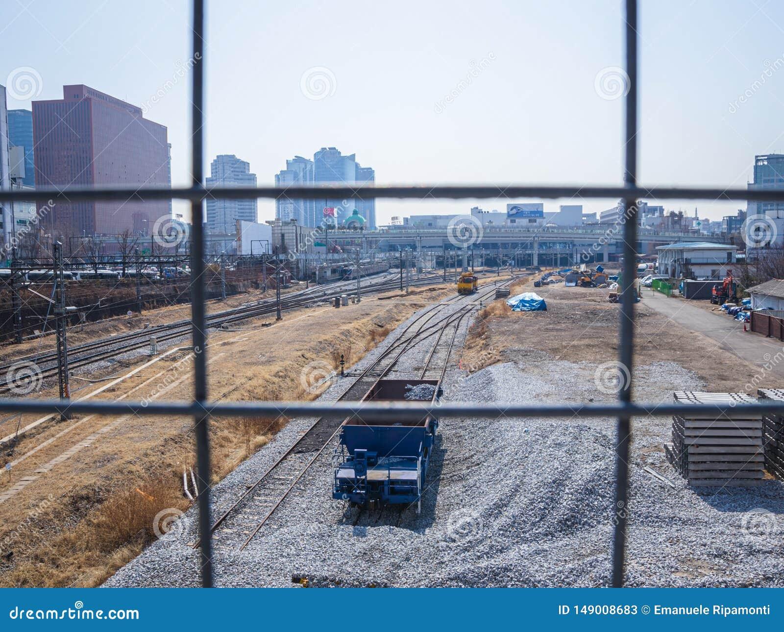 Cor de Seoul da estação de trilhos
