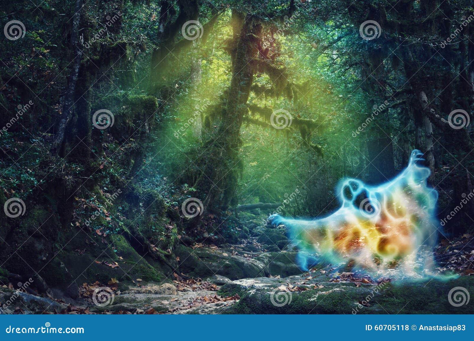 A cor mágica assombrou a floresta com um fantasma assustador do fogo
