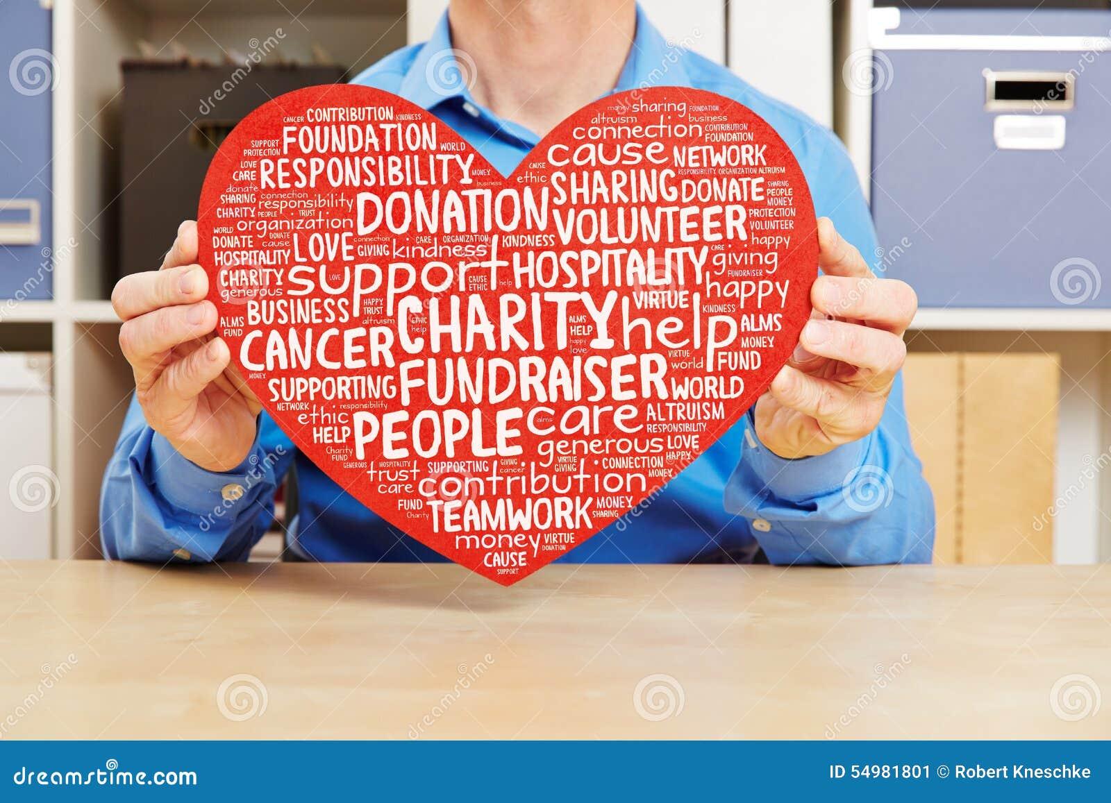 Coração com caridade e nuvem da etiqueta do fundraiser