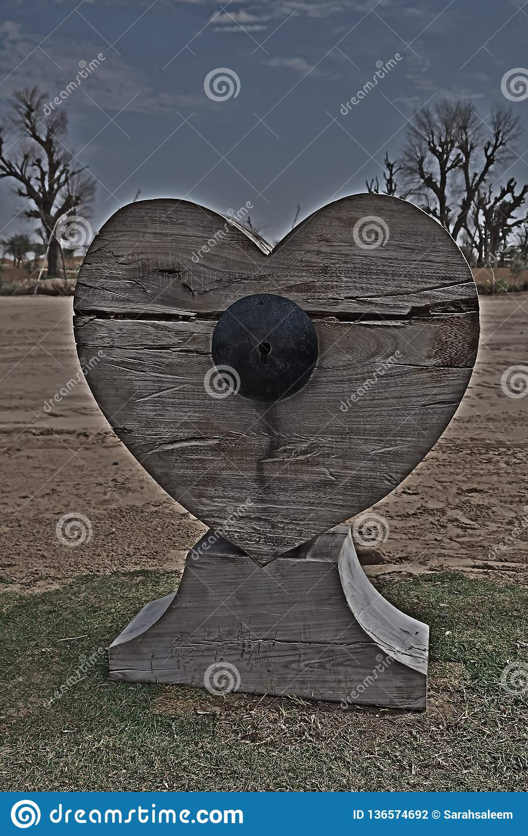 Coração de madeira fechado