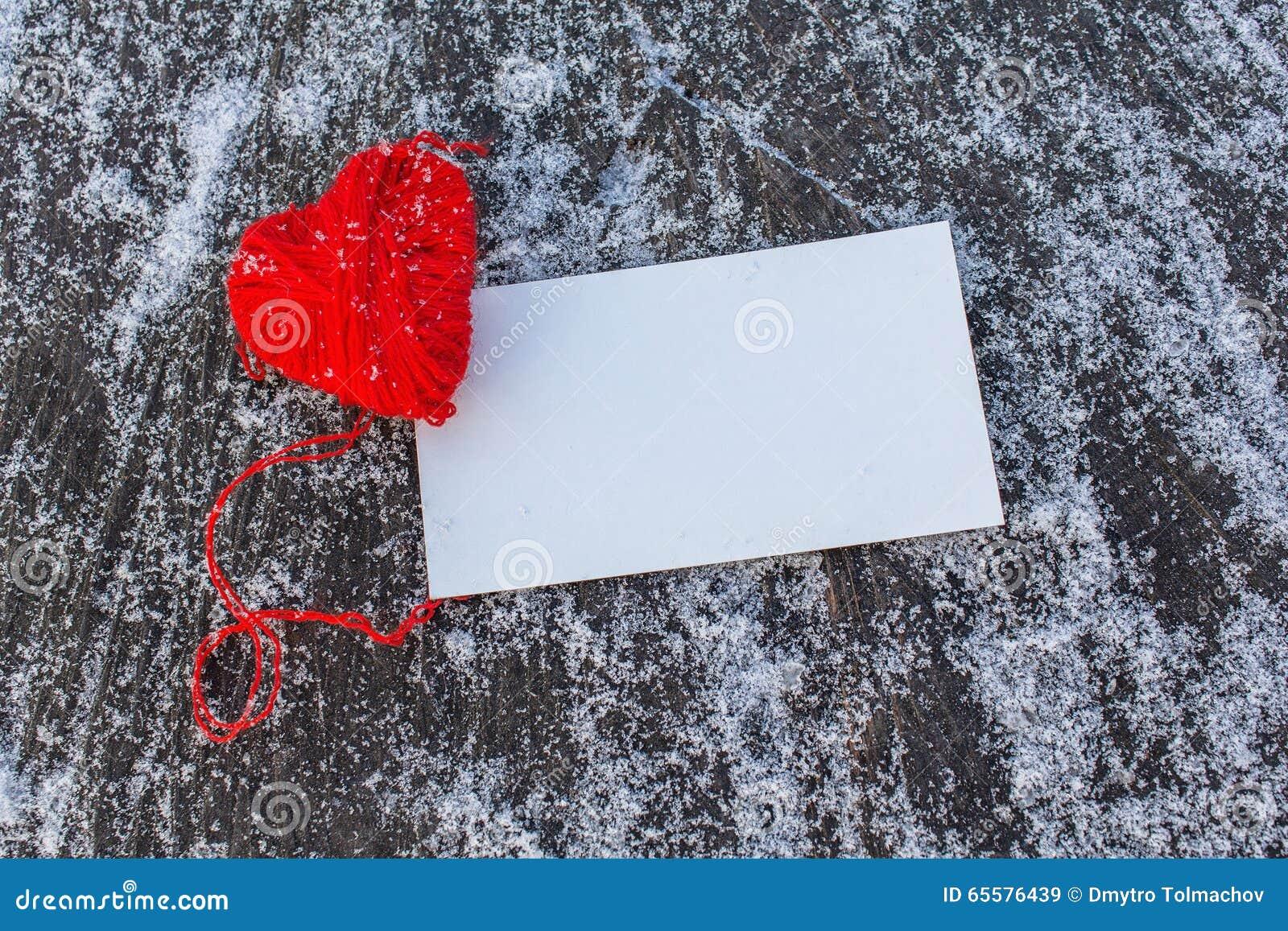Coração vermelho e cartão vazio
