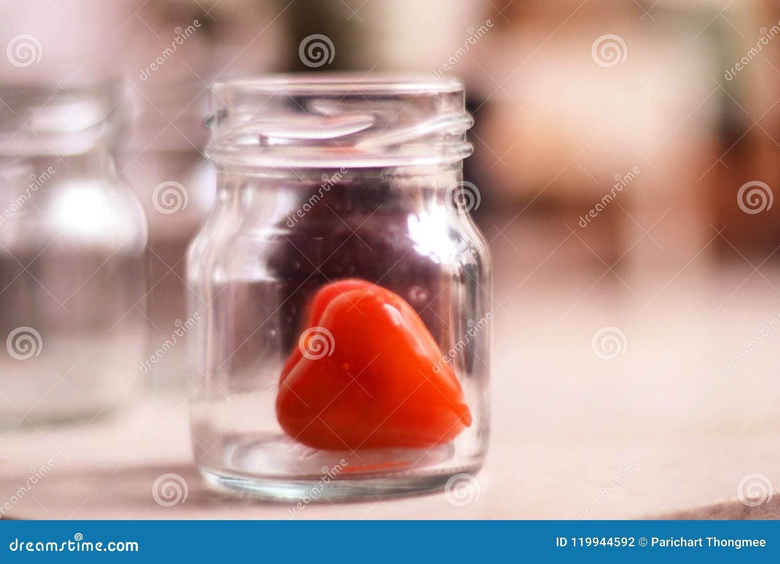 Coração vermelho na garrafa para ciao