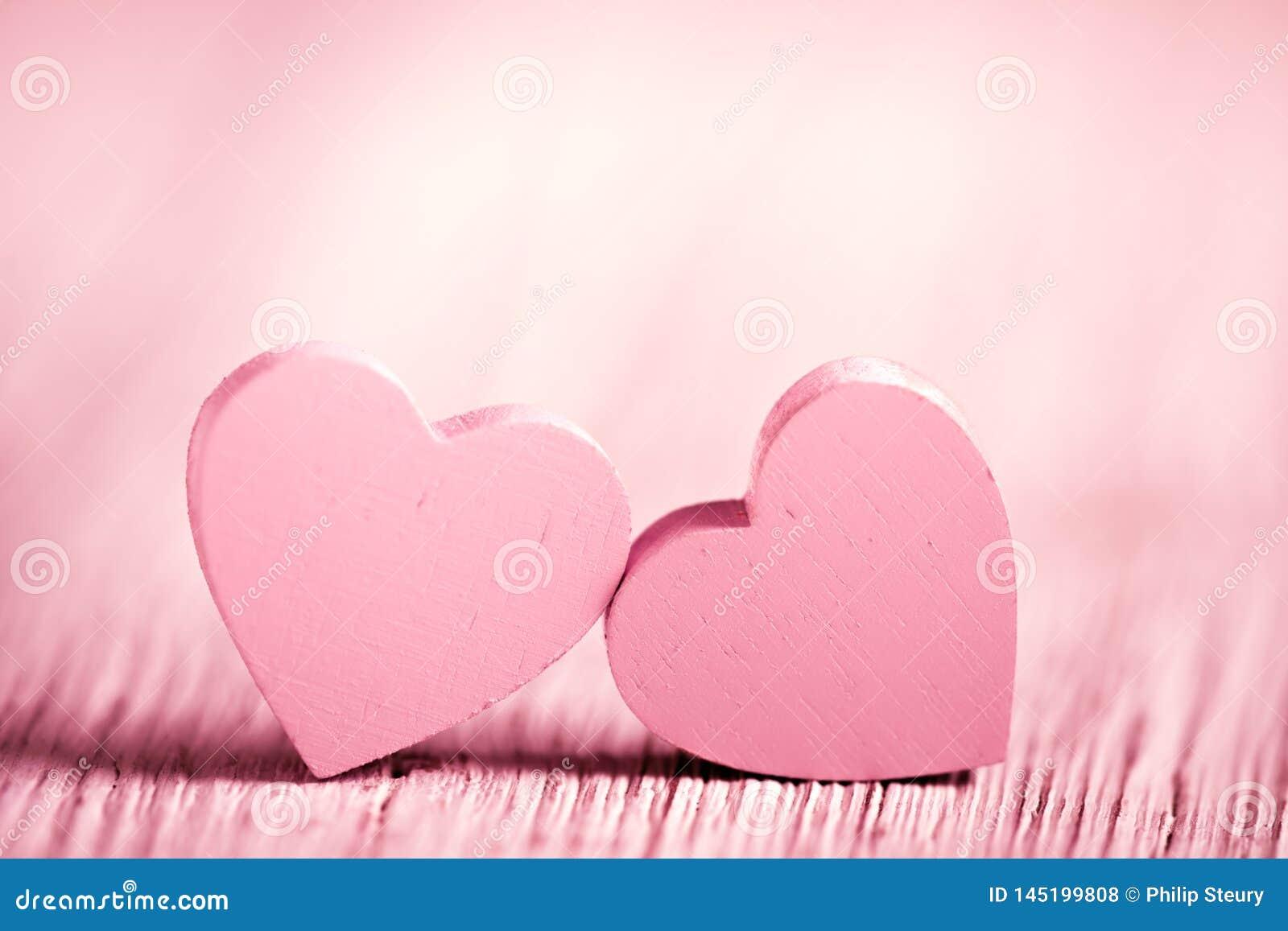 Cora??es r?sticos cor-de-rosa do dia de Valentim