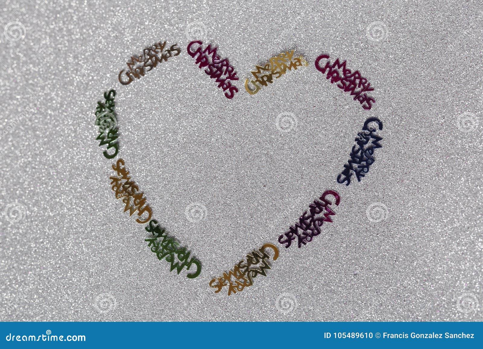Corazón de la decoración de la Navidad hecho por una muchacha de 10 años