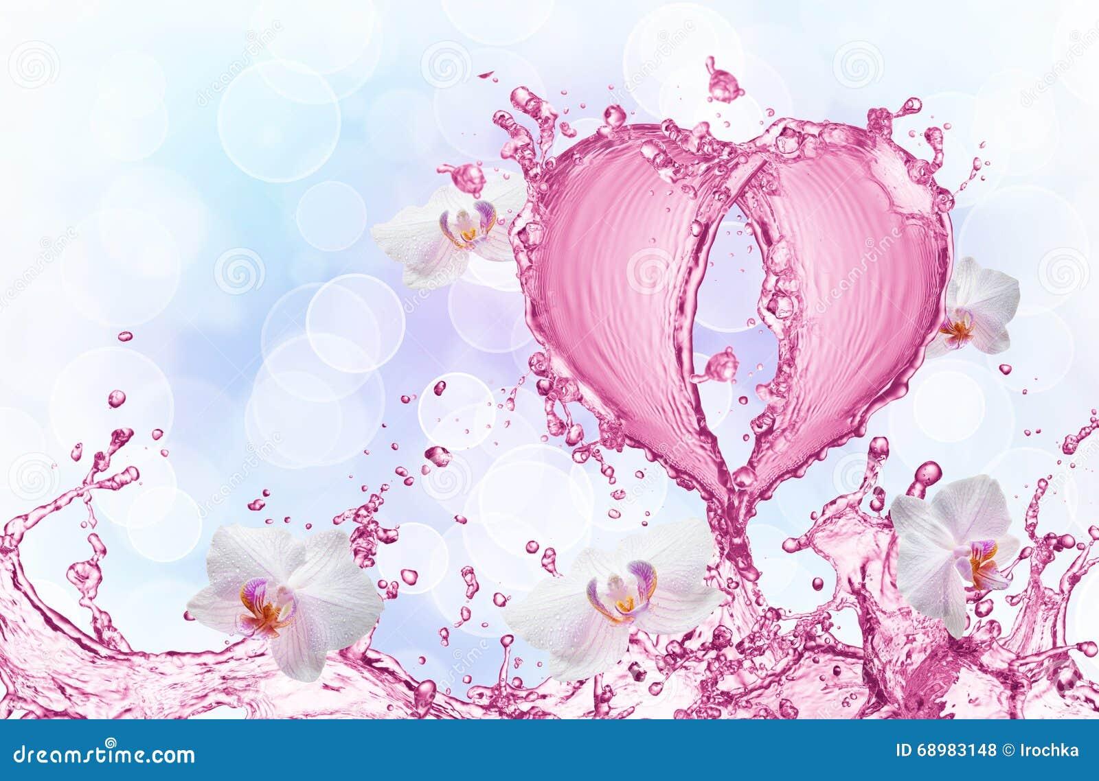 Corazón del chapoteo del agua con las burbujas