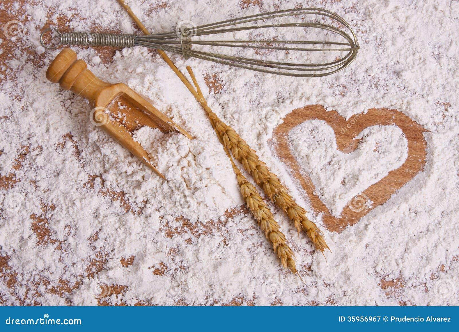 Corazón dibujado en harina de cereales