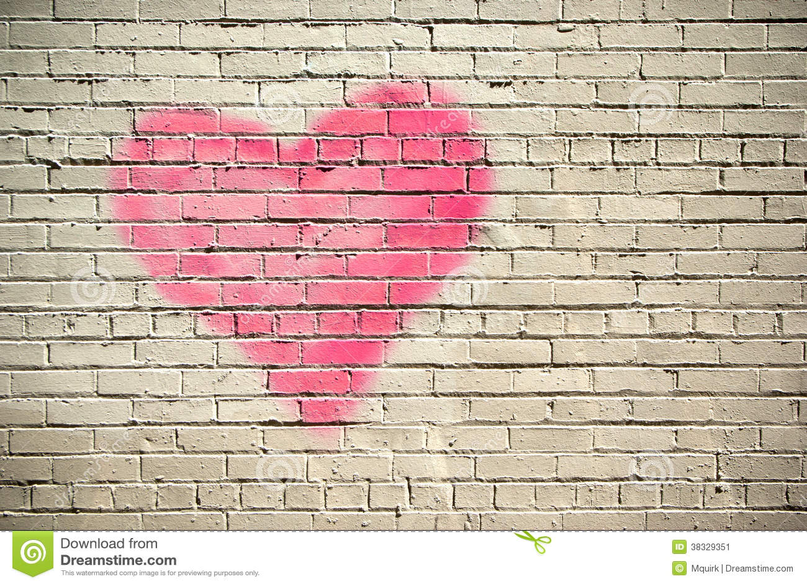 Corazón en una pared de ladrillo