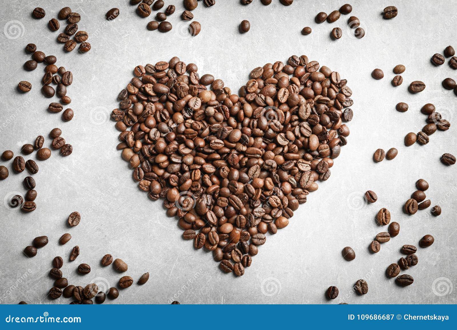 Corazón hecho de los granos de café