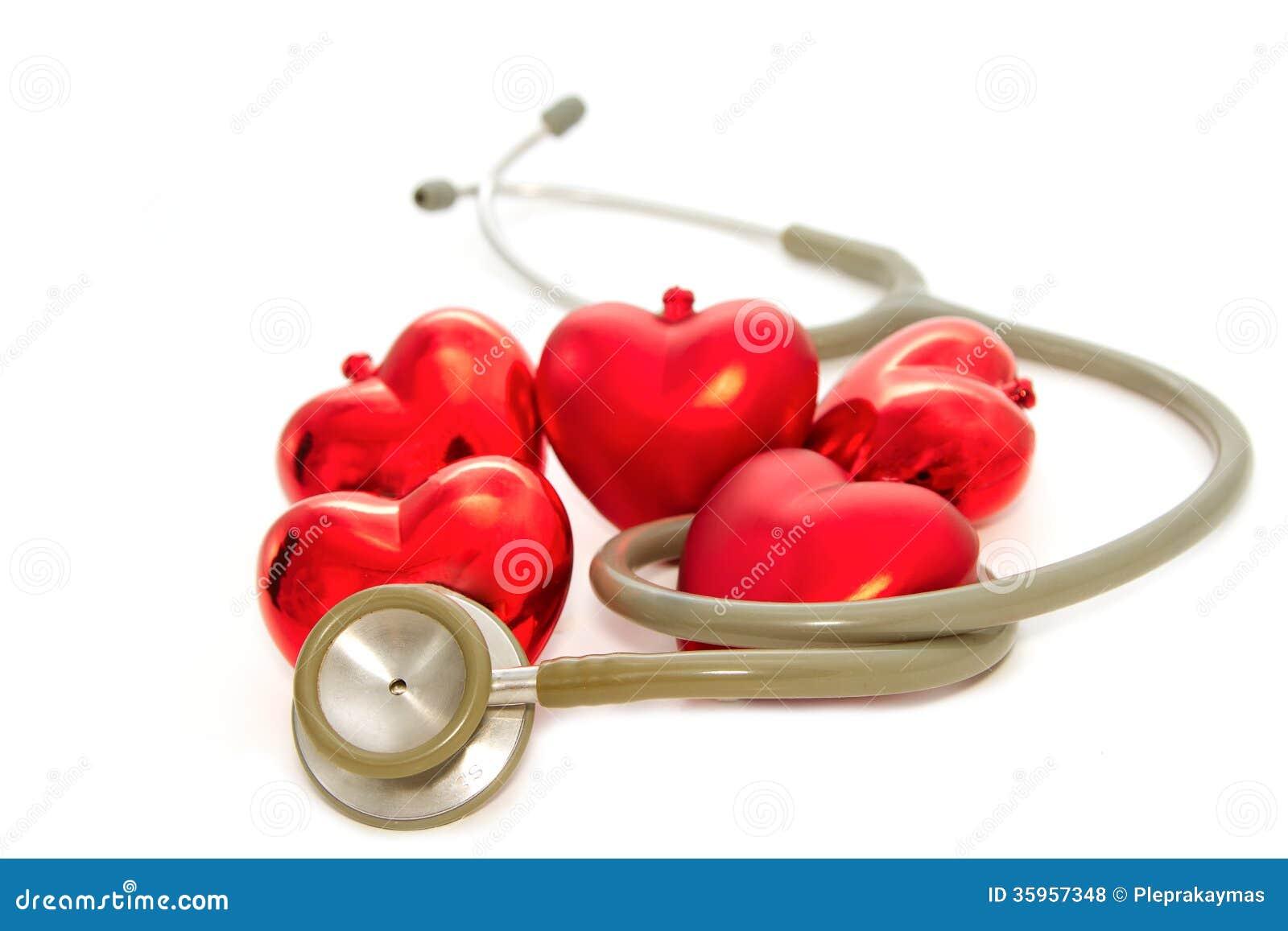 Corazón rojo y un estetoscopio