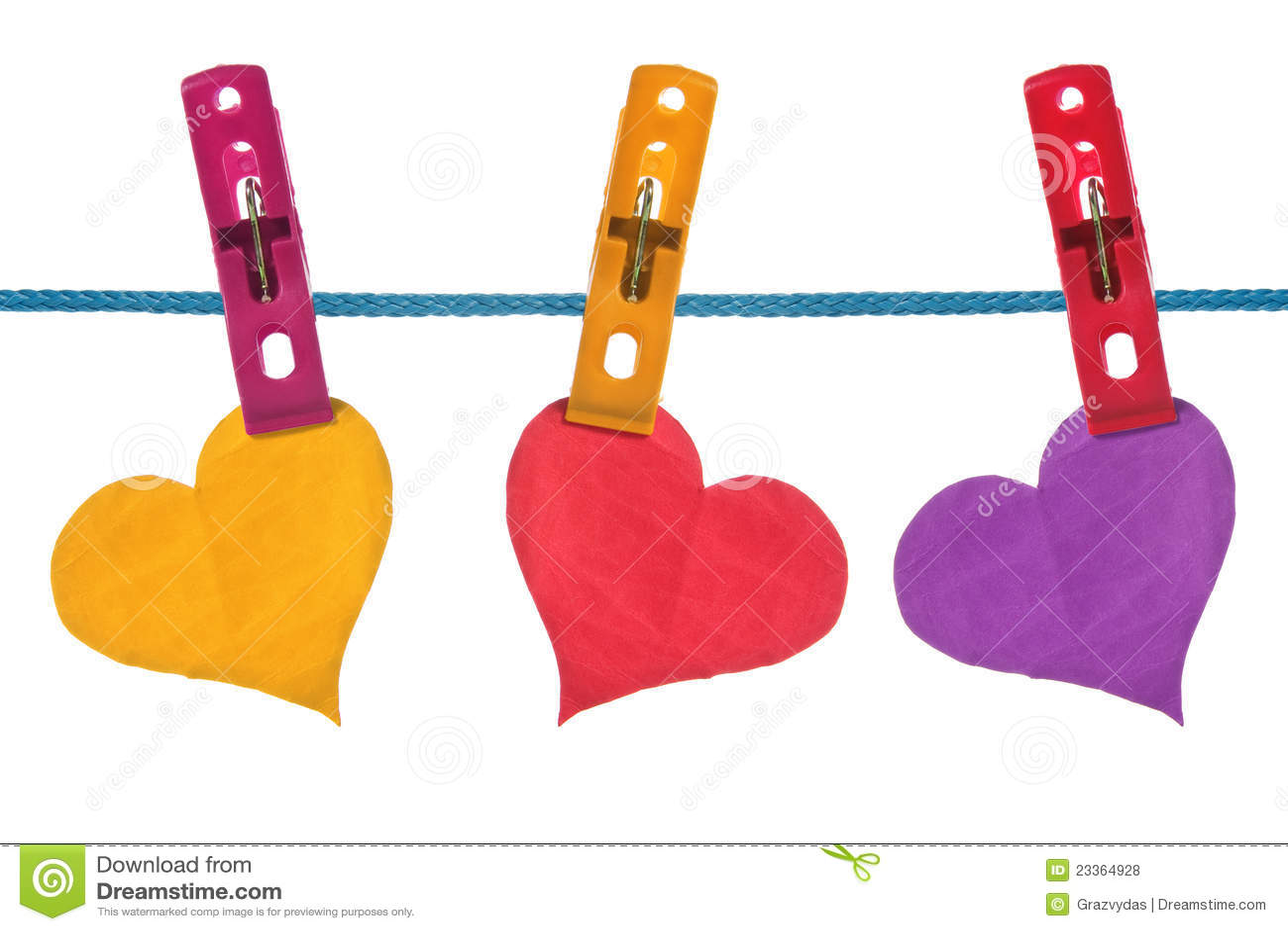 Corazones de papel del color colgados en cuerda para - Cuerdas de colores ...