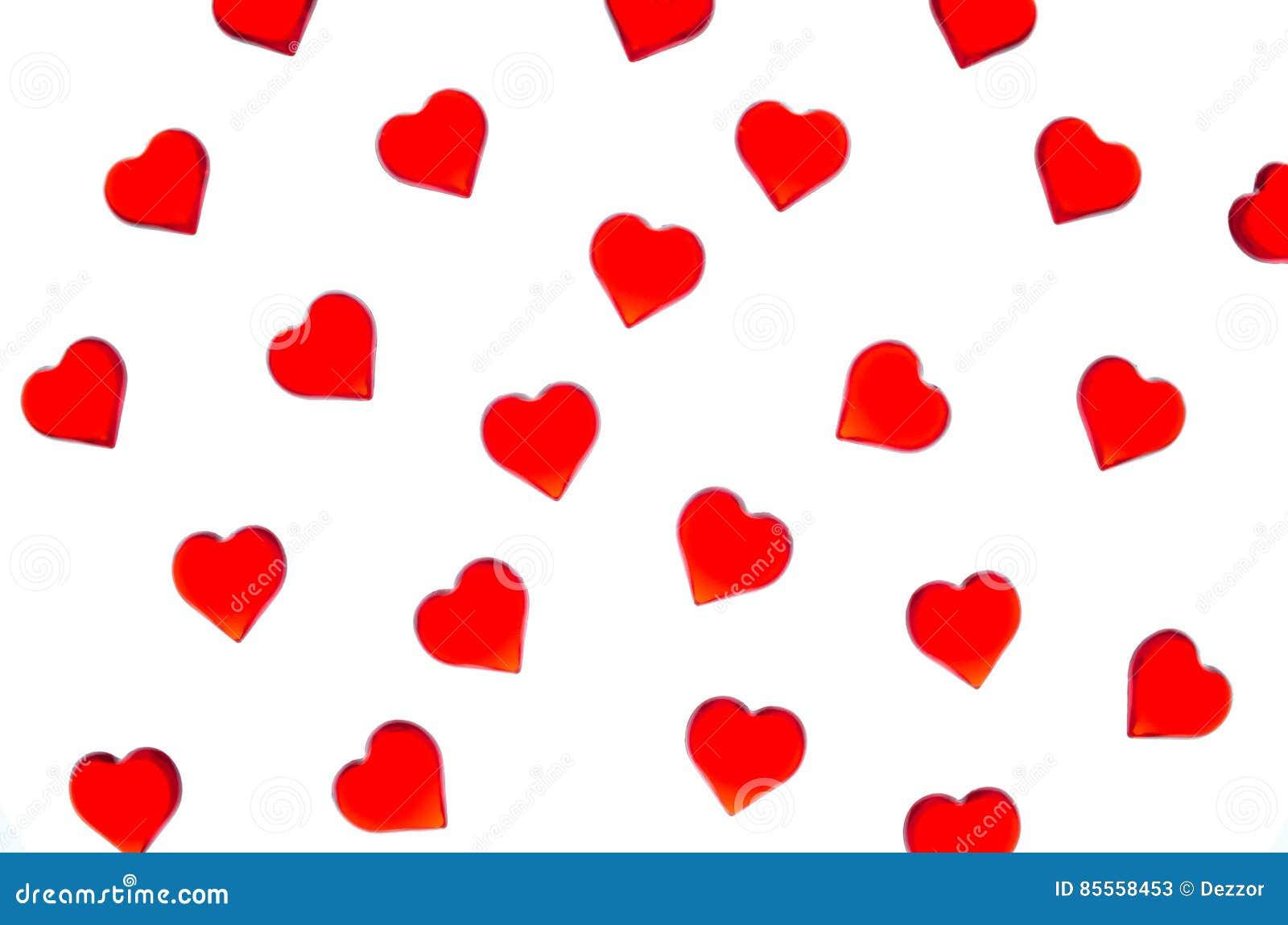 Corazones rojos brillantes en un fondo rayado Para utilizar día del ` s de la tarjeta del día de San Valentín, bodas, día interna