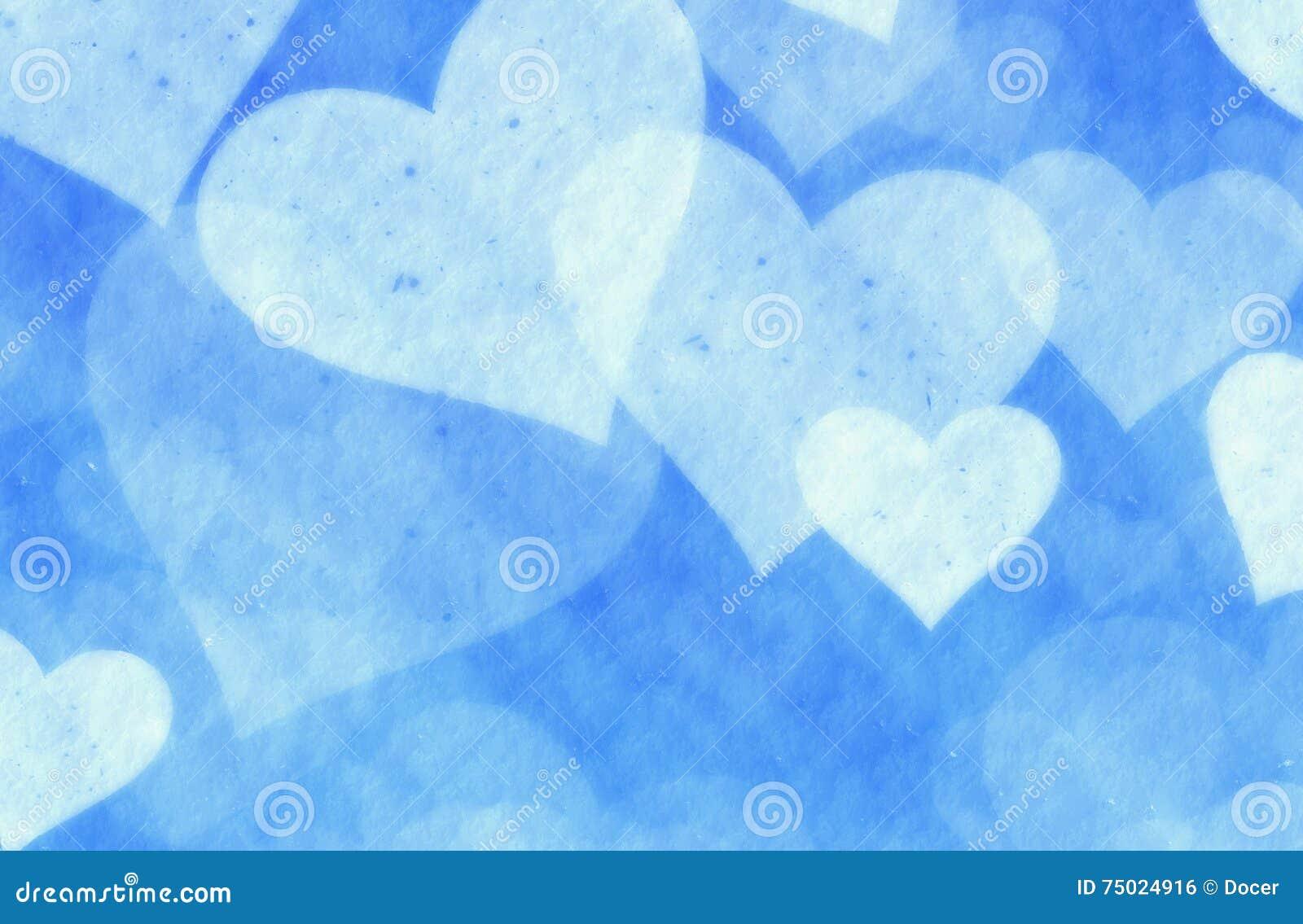 Corazones soñadores de la nieve ligera en fondo azul