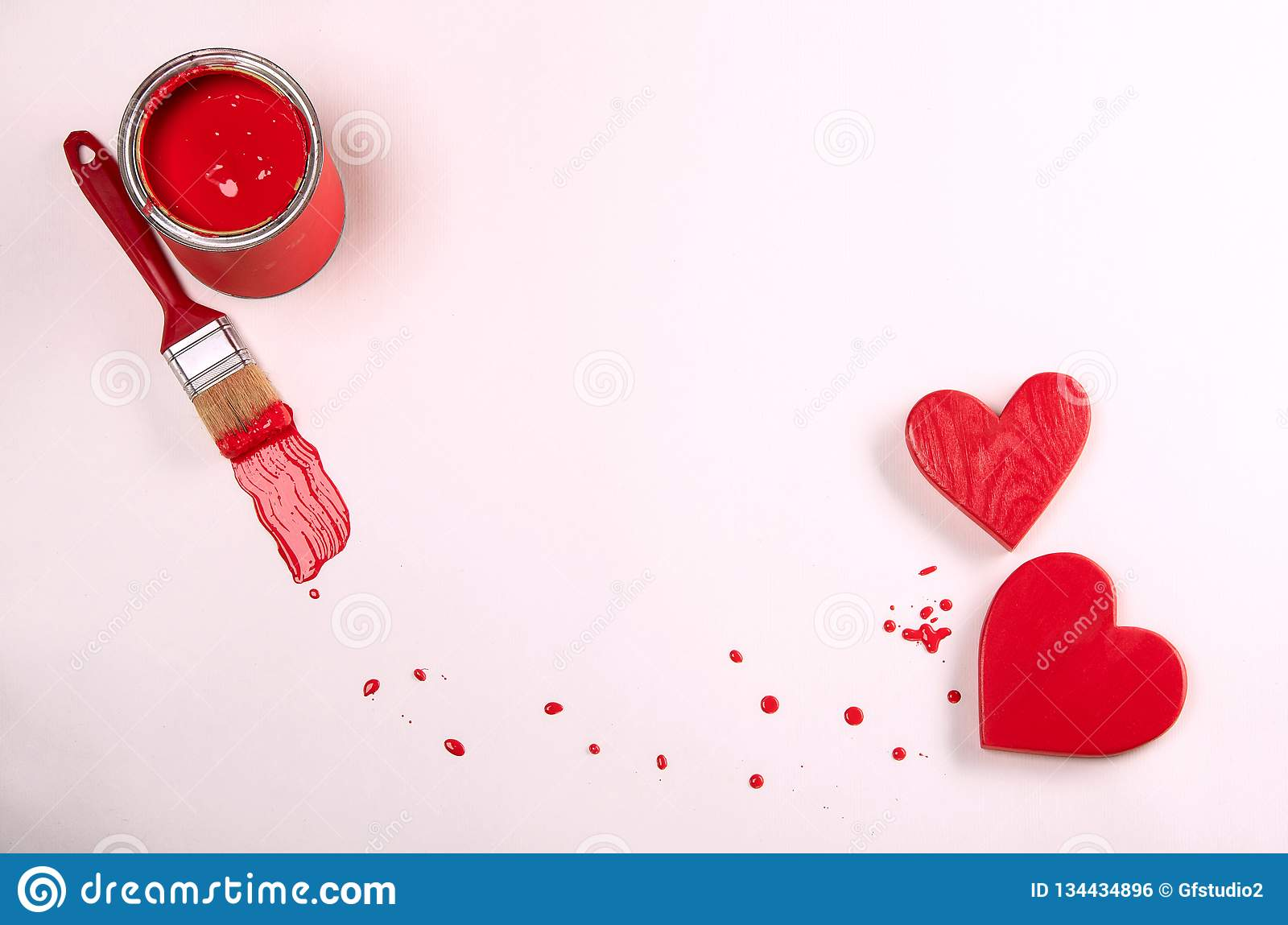 Corazones y pintura rojos Mensaje del día de tarjetas del día de San Valentín