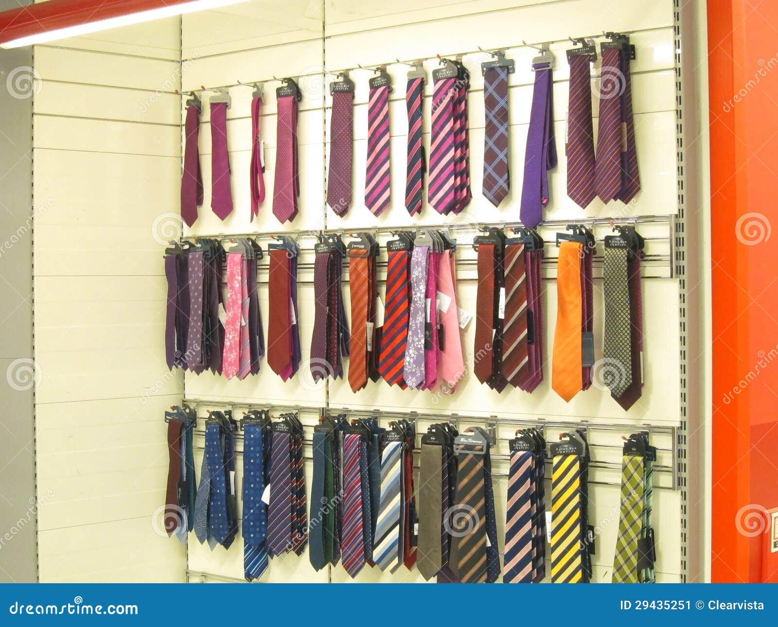 proporcionar una gran selección de venta de bajo precio en stock Corbatas En La Visualización Para La Venta. Foto editorial ...