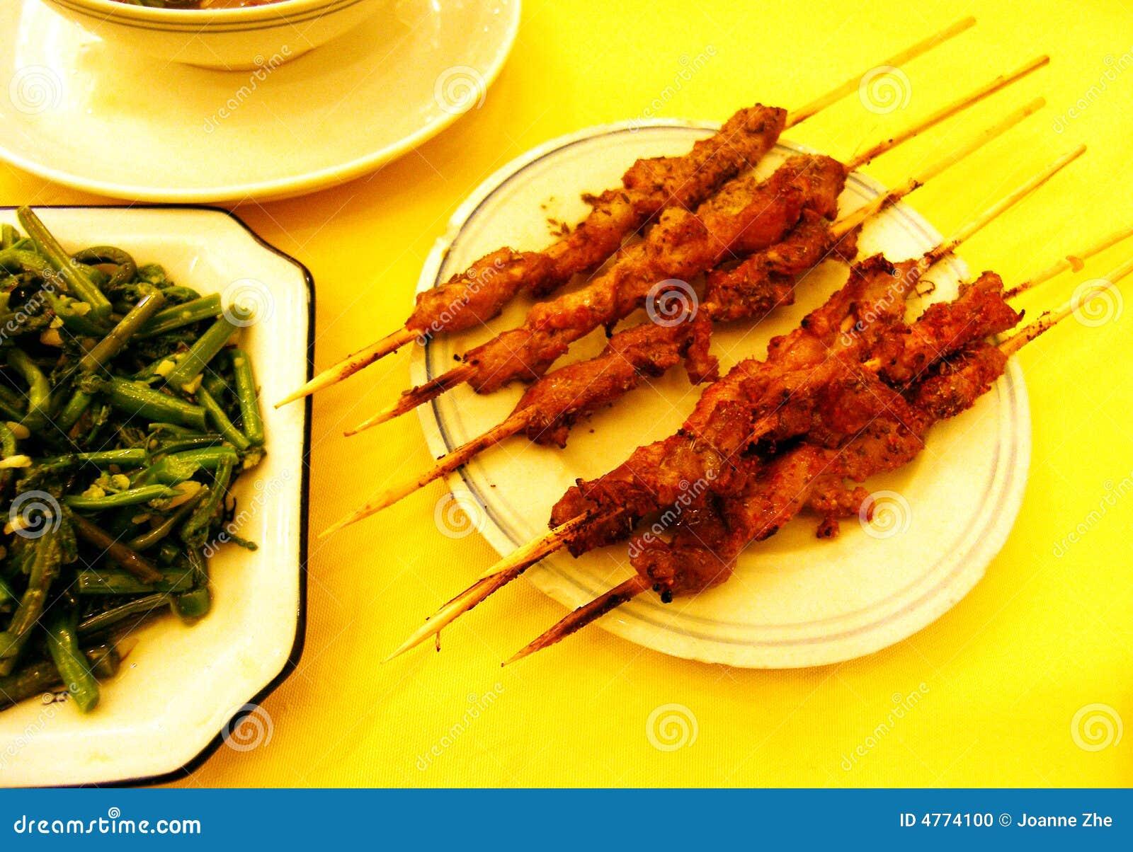 Cordeiro dos kebabs, ferns agitar-fritados