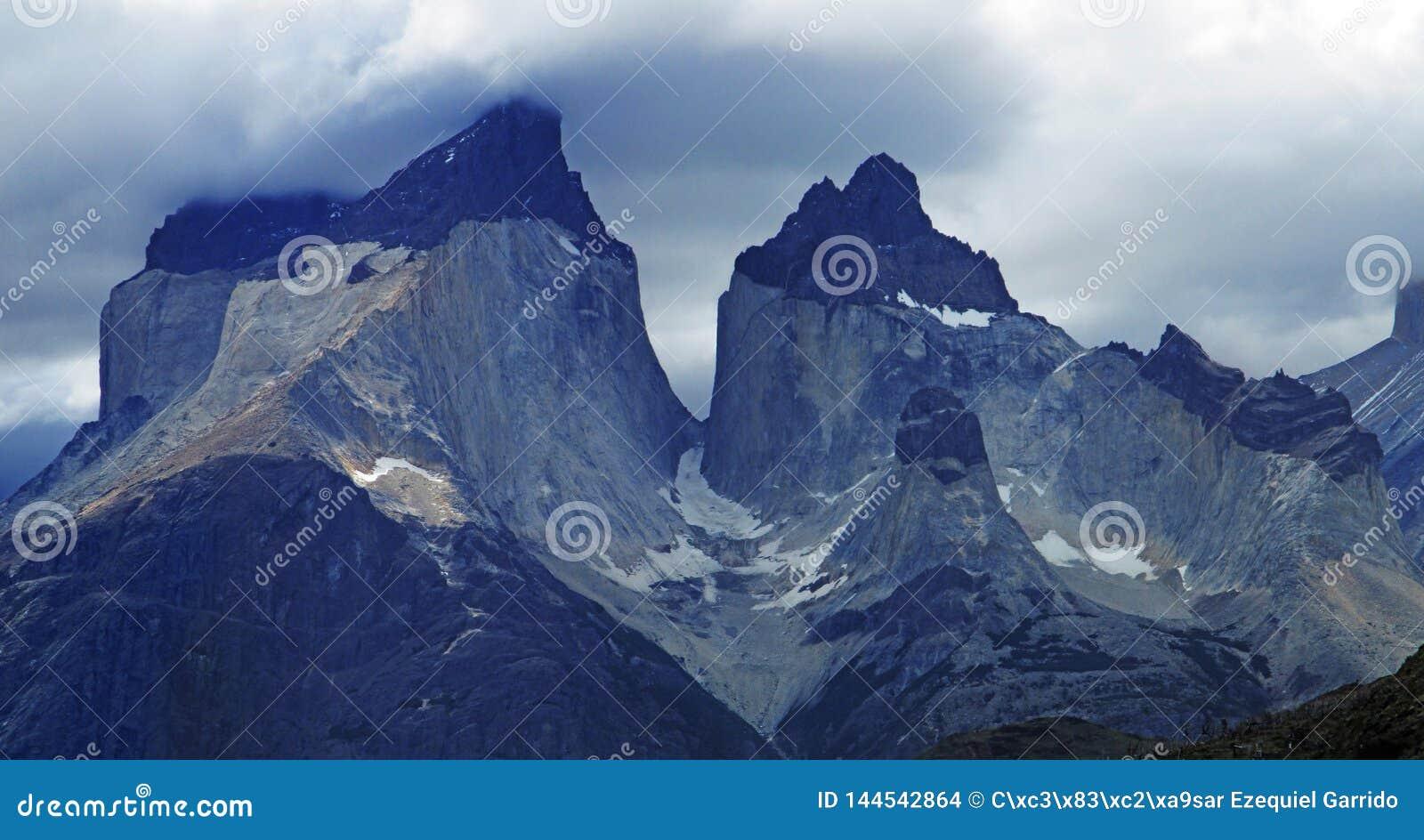 Cordilheira Del Paine Stunning Panoramic View, Patagonia chileno