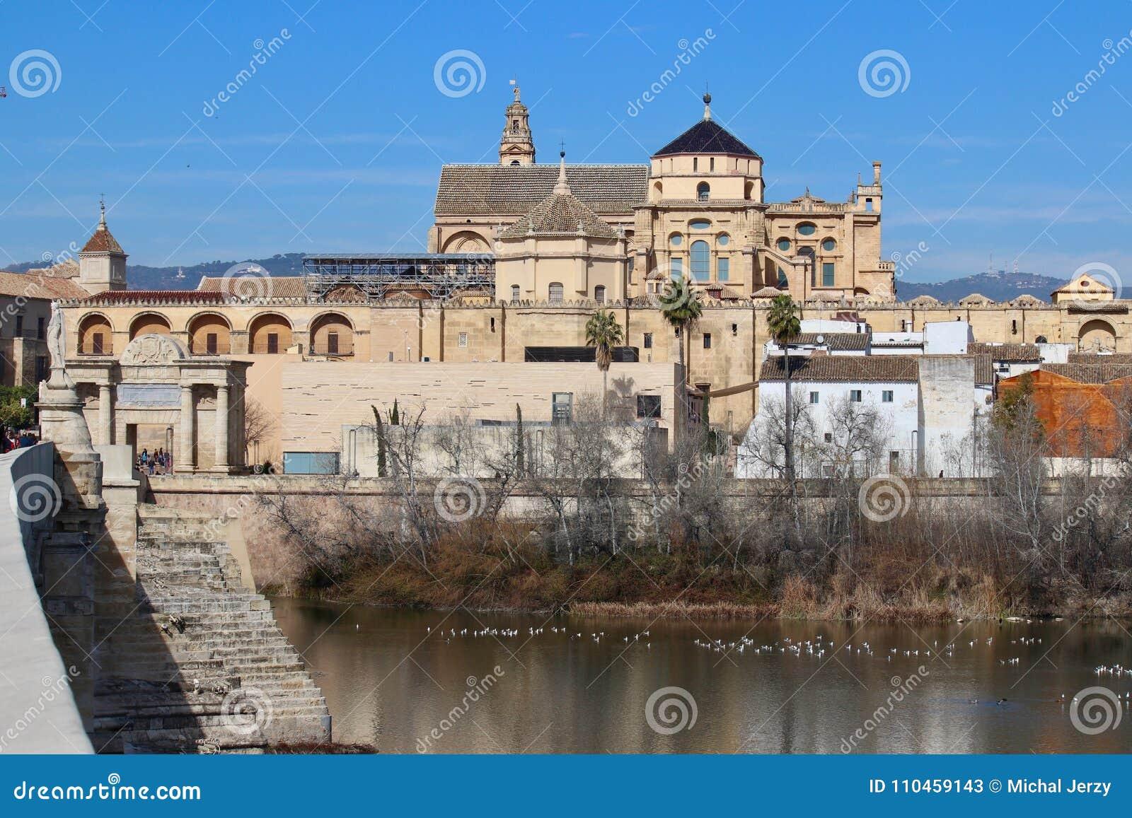 Cordoba, Spanien, medeltida domkyrka och bro