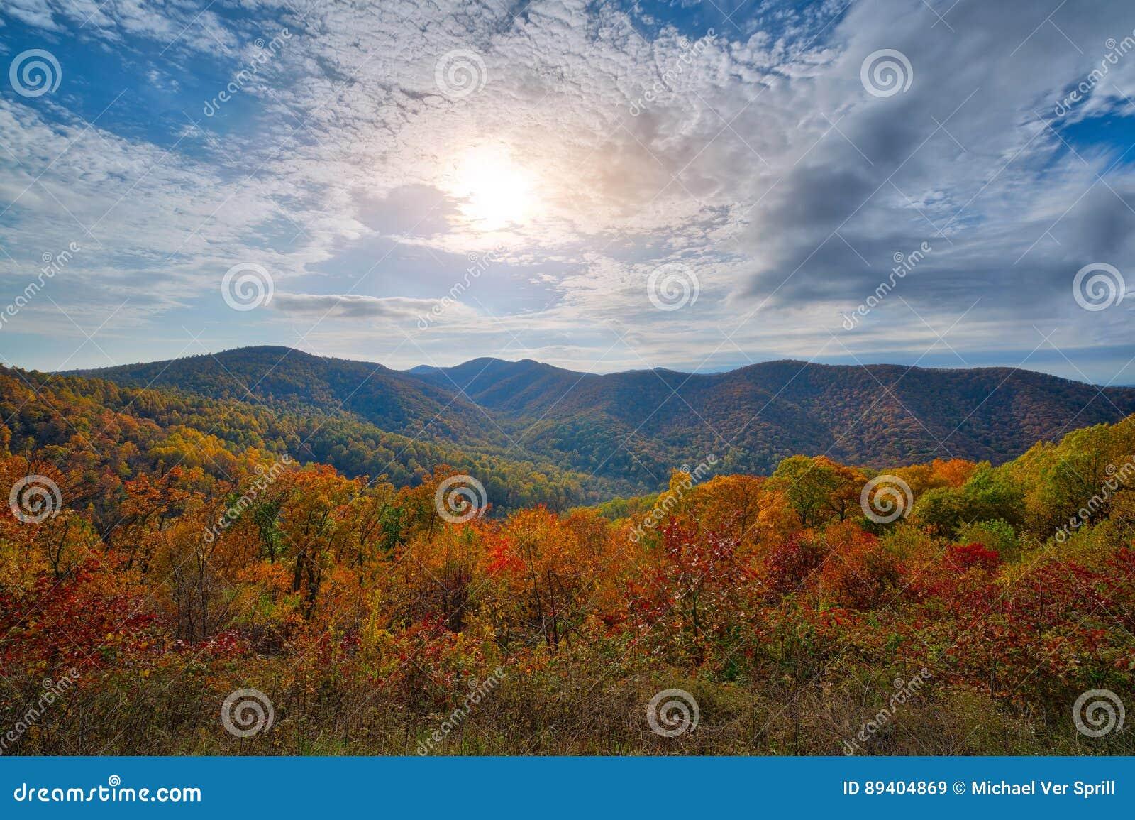 Cores do outono no parque nacional de Shenandoah