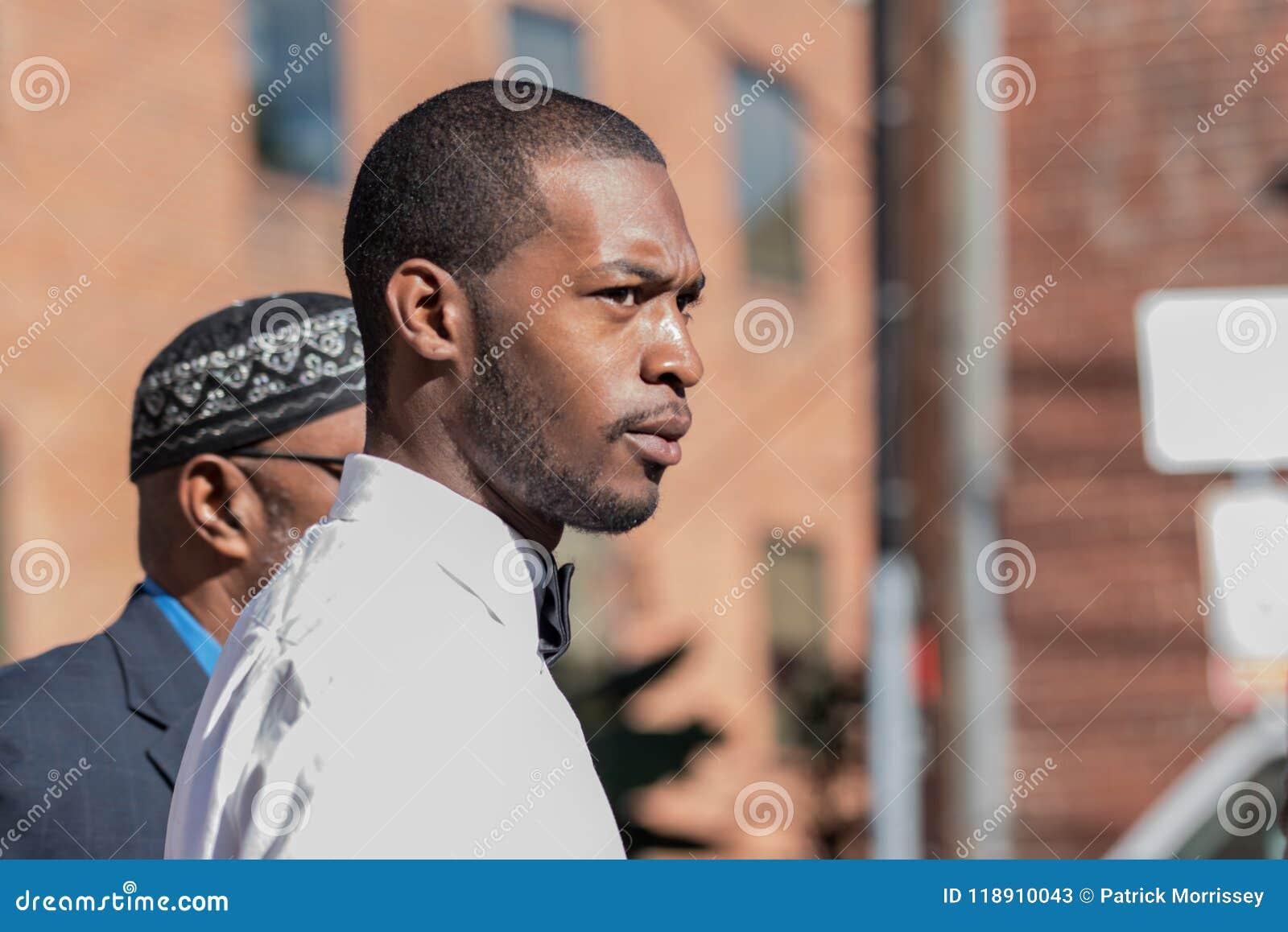 Corey Long met de Arrestatie van Jeroyd Greene bij Charlottesville-Arrondissementsrechtbank