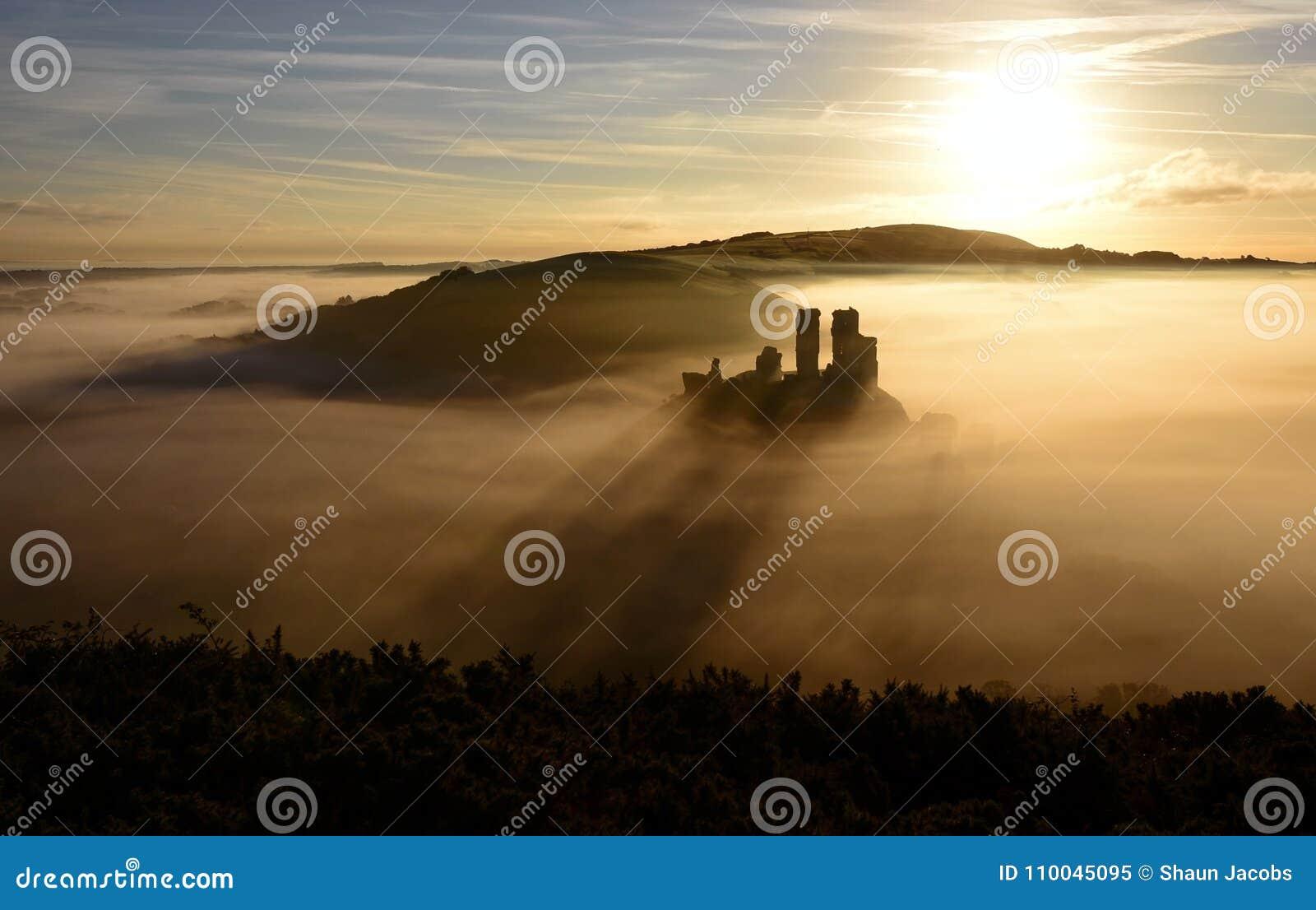 Corfe kasztelu wschód słońca