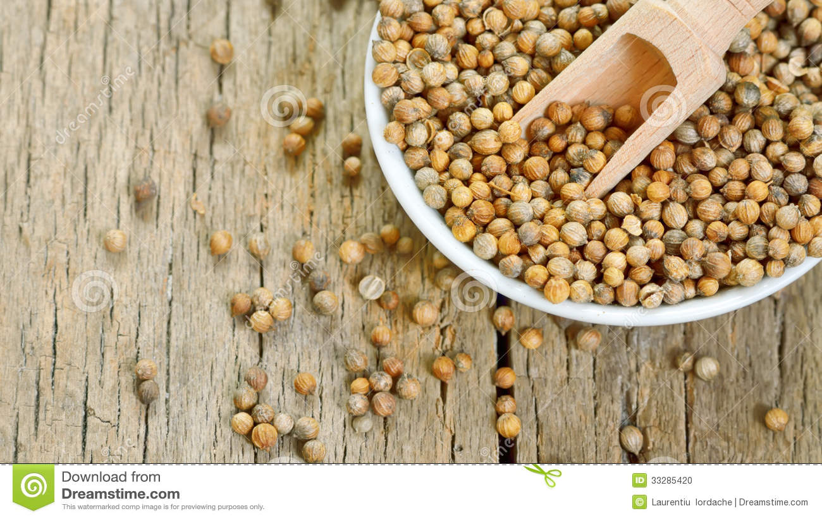 Coriander Seeds In Small Ceramic Pot Stock Photo Image