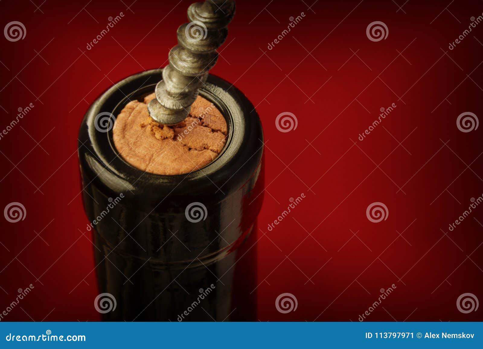 Corkscrew i wina butelka