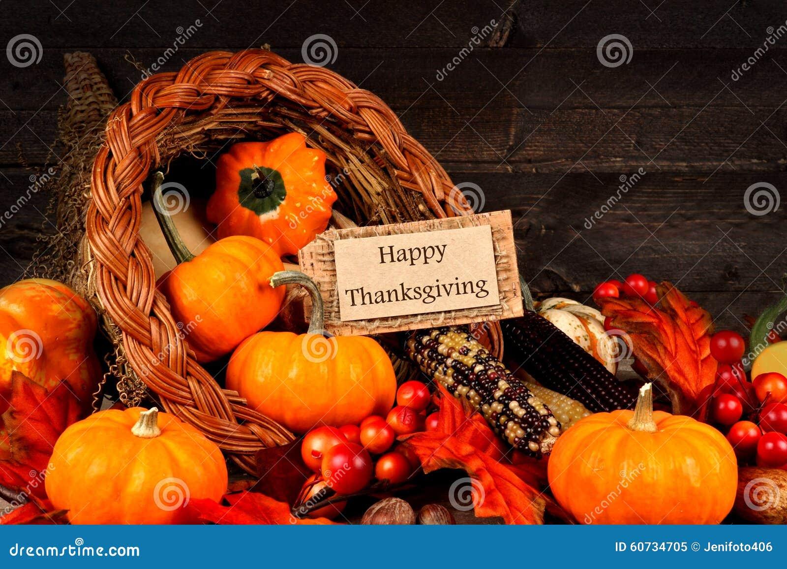 Corne d abondance de récolte avec l étiquette heureuse de cadeau de thanksgiving