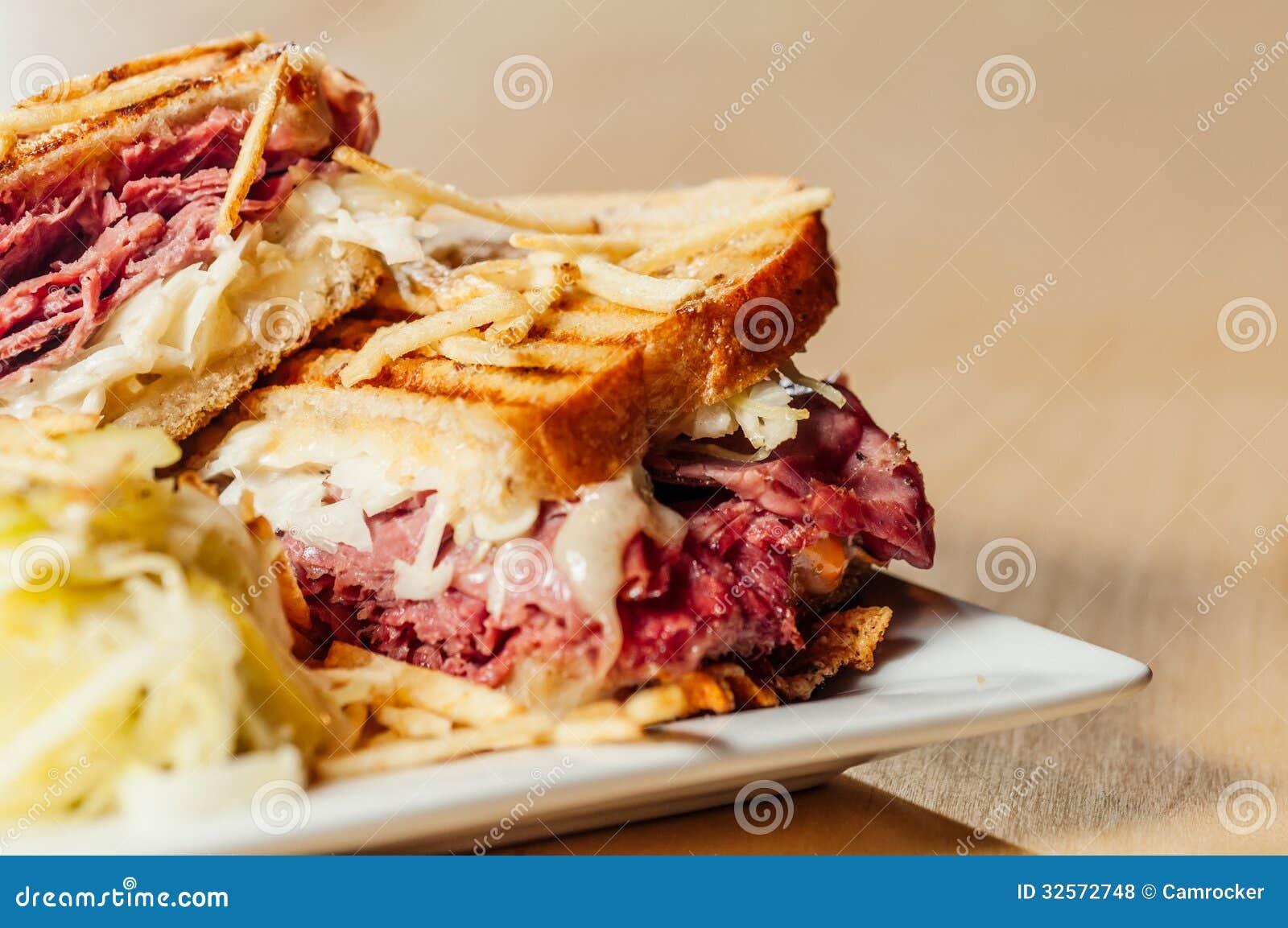 Cornedbeef en Pastrami-Sandwich