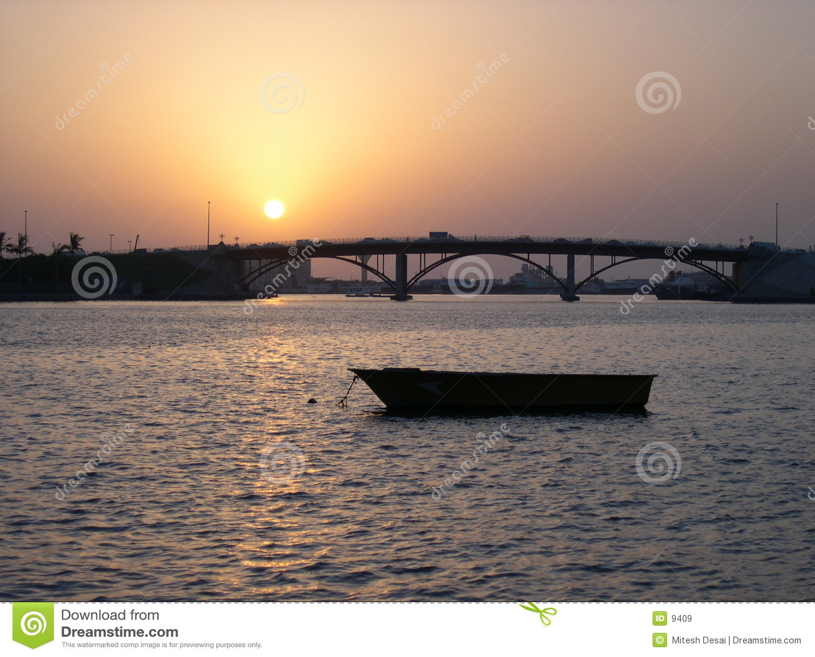 Corniche ηλιοβασίλεμα της Σάρτζας