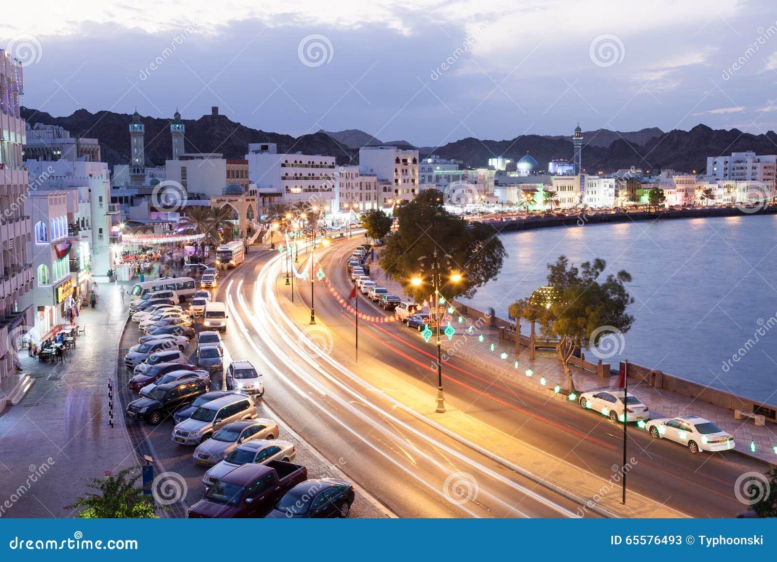 Corniche em Muttrah na noite Muscat, Oman