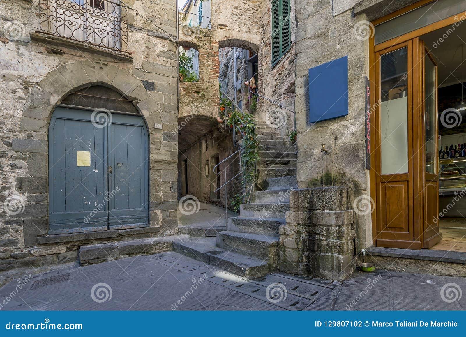 Corniglia,五乡地,利古里亚,意大利古老小山顶村庄的典型的胡同