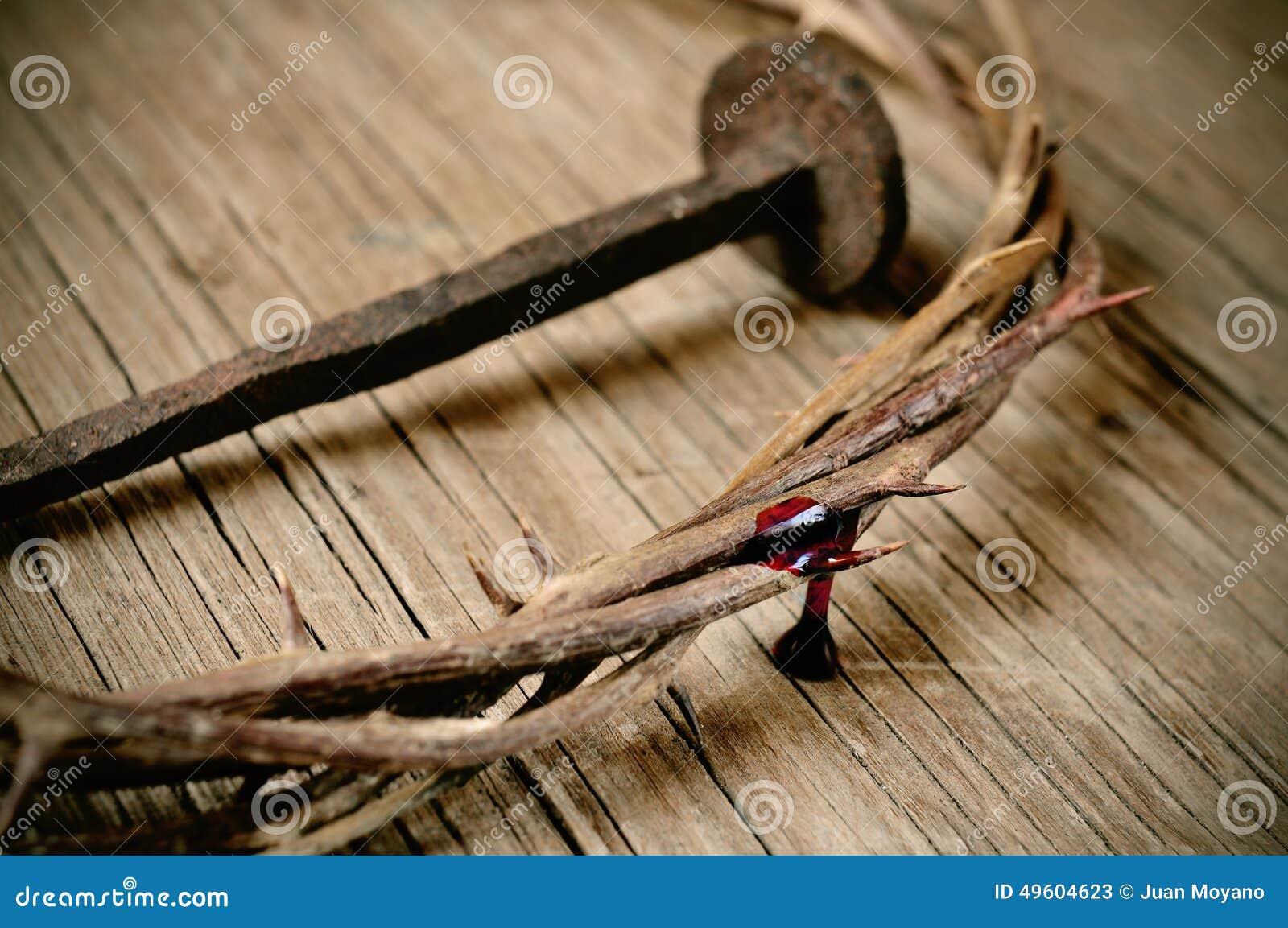 Eu Te Amo Escrito Na Areia Imagens De Stock Royalty Free: A Coroa De Espinhos De Jesus Christ E De Um Prego Na Cruz
