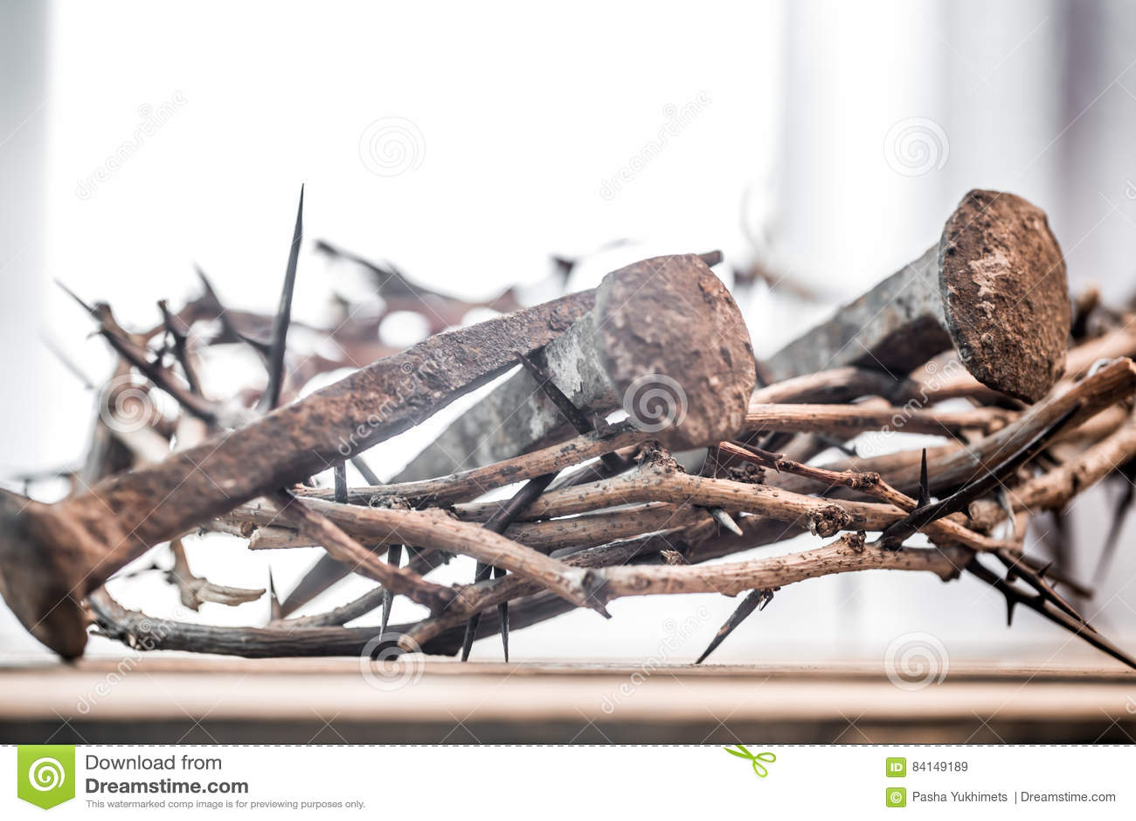 A coroa de espinhos e de pregos