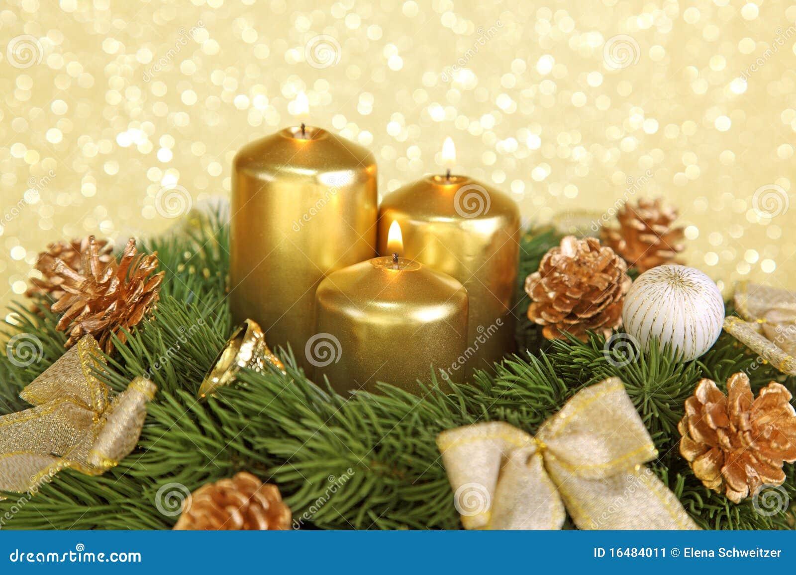 Corona di avvenimento con le candele