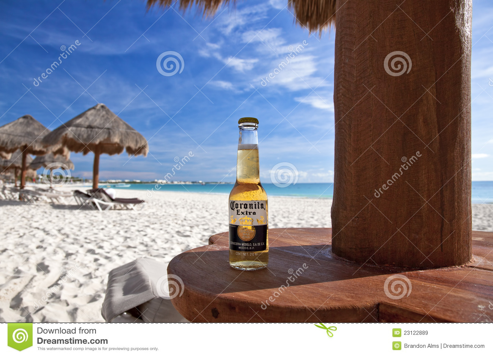 Corona sulla spiaggia immagine stock editoriale immagine for Disegni moderni della casa sulla spiaggia
