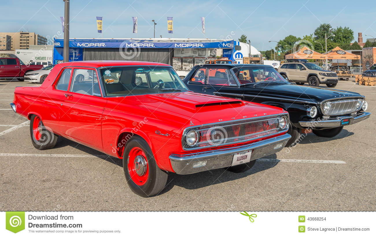 1965 Coronet And 1962 Dart At The Woodward Dream Cruise ...