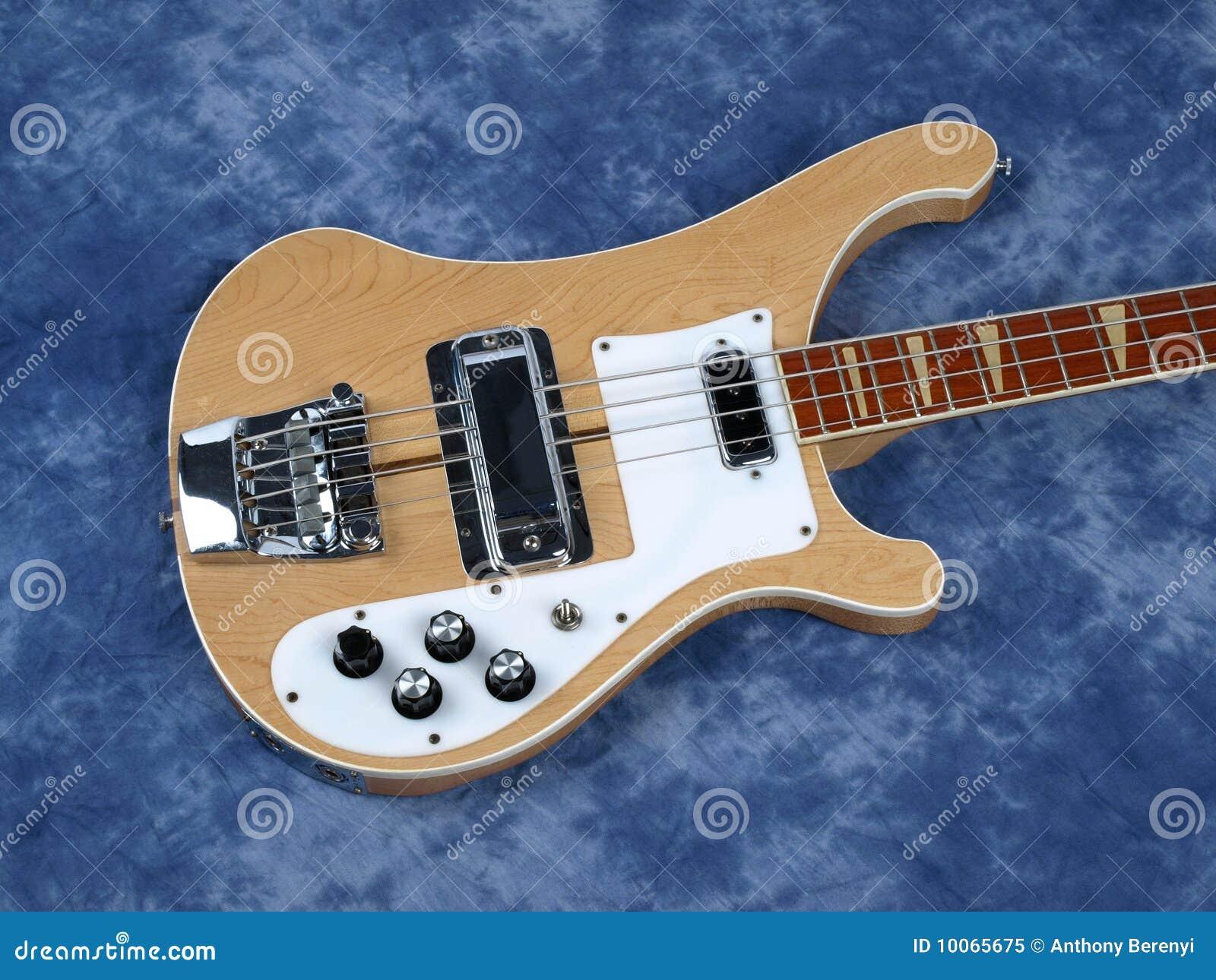 Corpo de madeira da luz da guitarra baixa somente