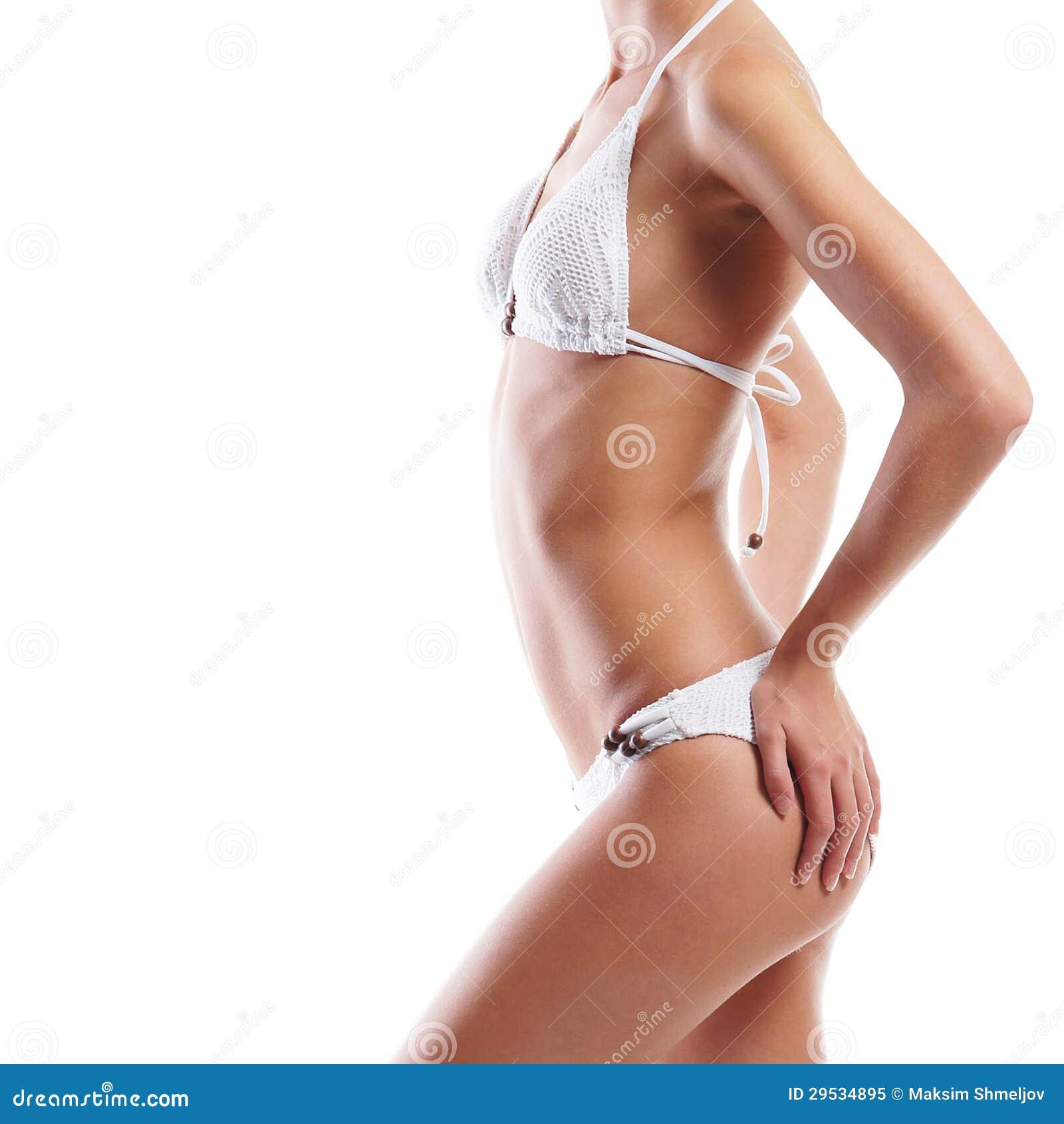 Corpo de um jovem e mulher do ajuste na roupa interior branca