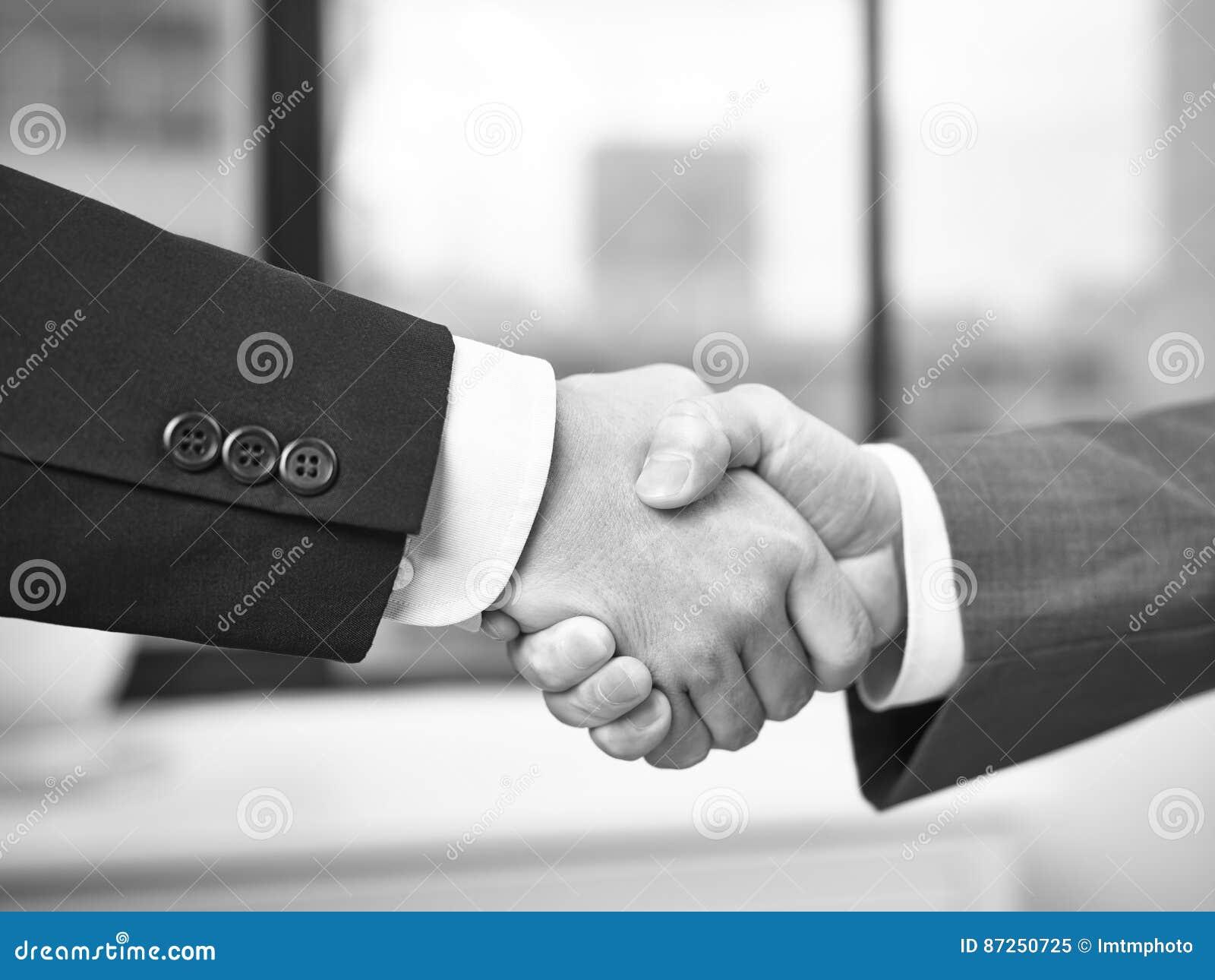 Imagens De Cumprimento: Corporate People Shaking Hands In Office Stock Image